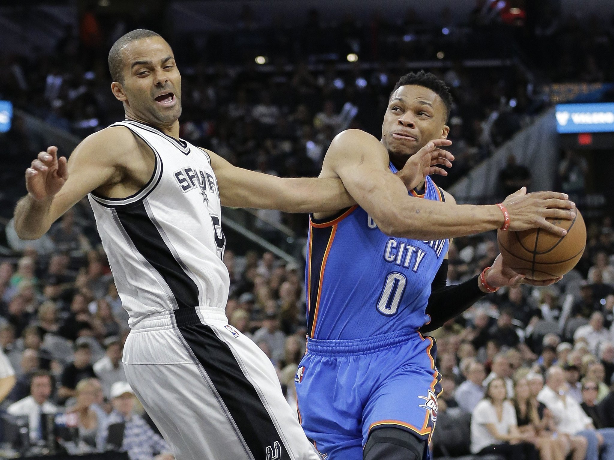 2902d743ed0a Westbrook leads Thunder past Spurs