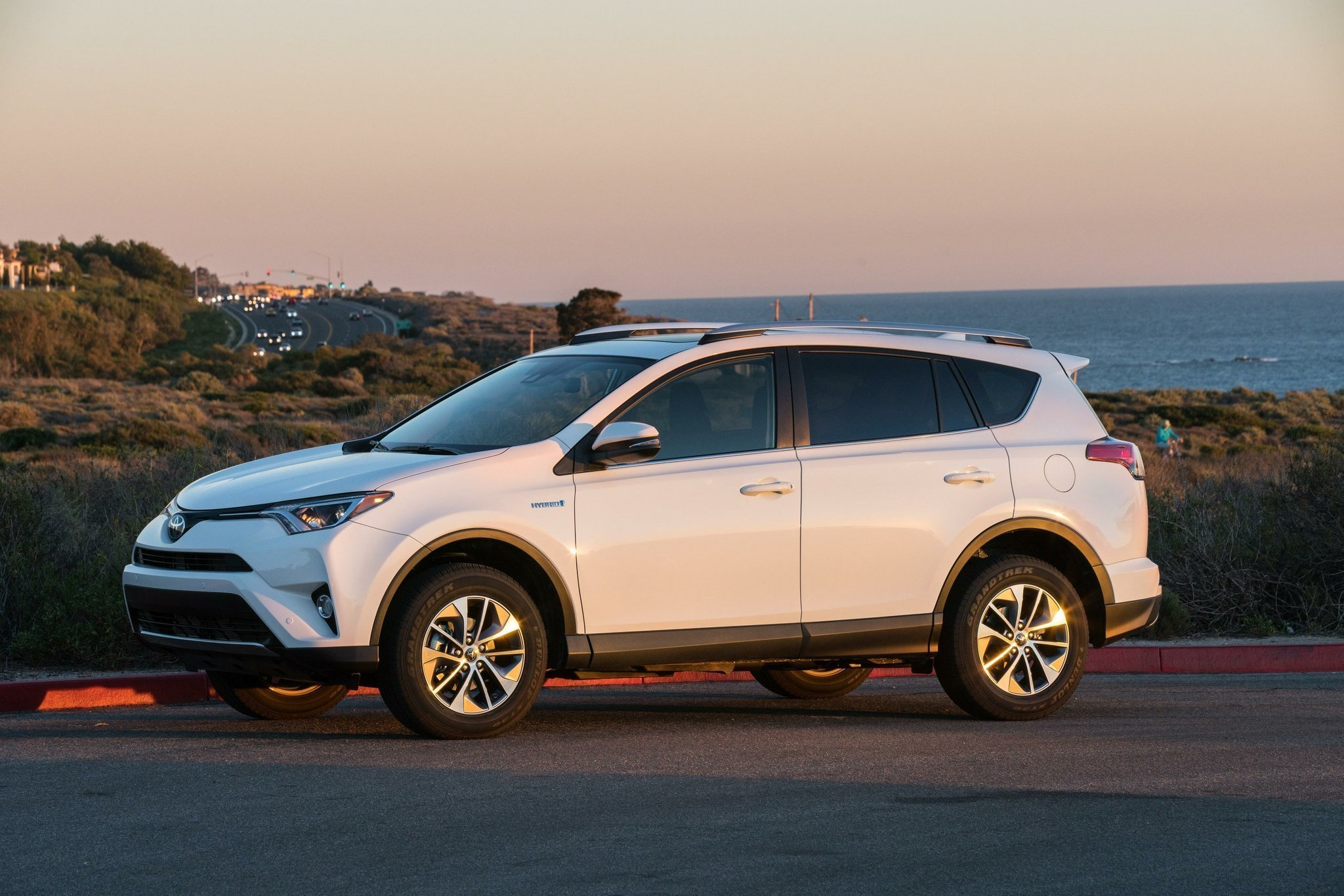 Toyota Rav4 Hybrid Makes It Easy To Be Green But What Lacks In Sophistication Overcompensates Working Cl Function And Durability