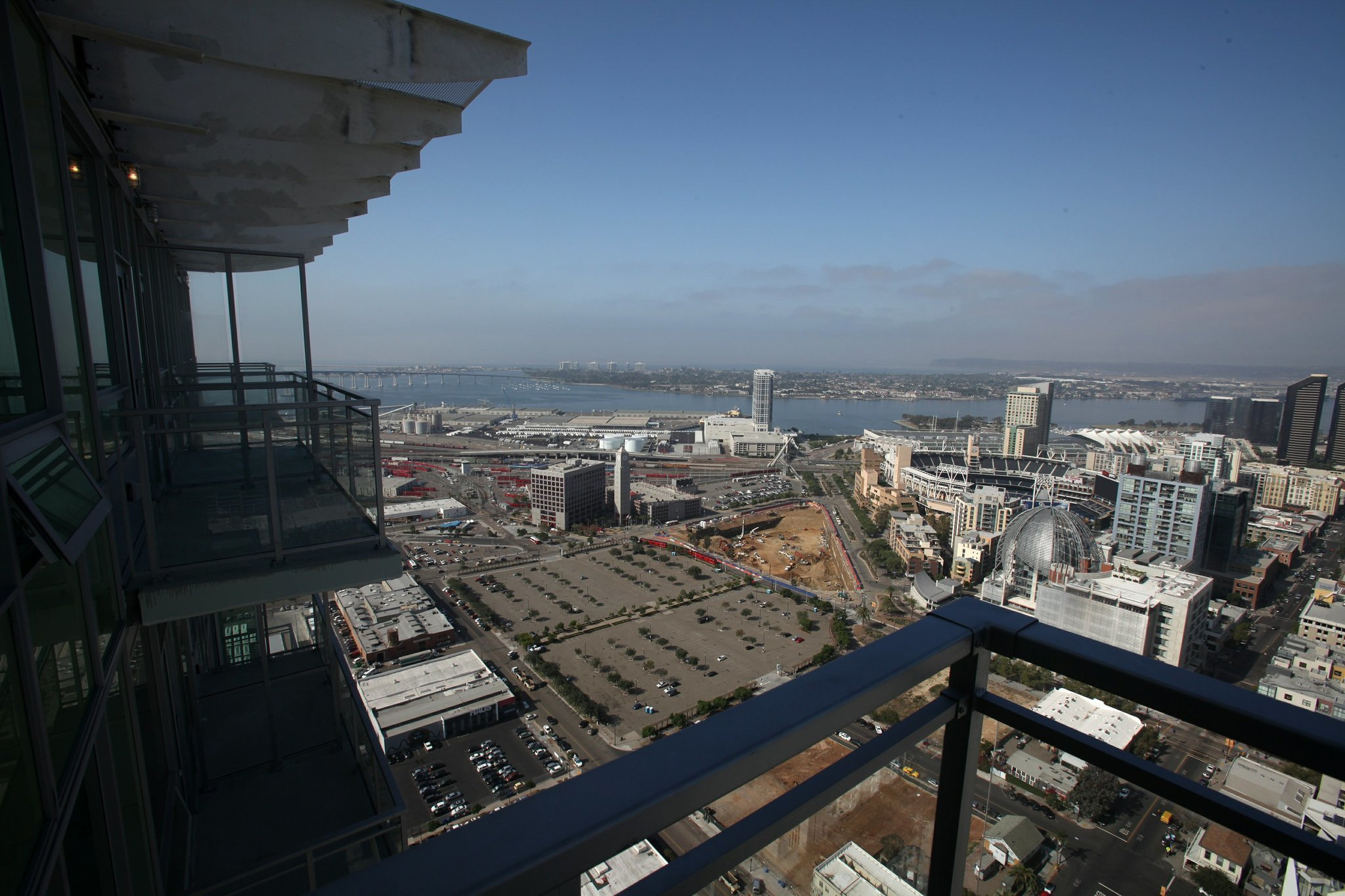 Pinnacle lives up to its name: 46 stories high - The San ...