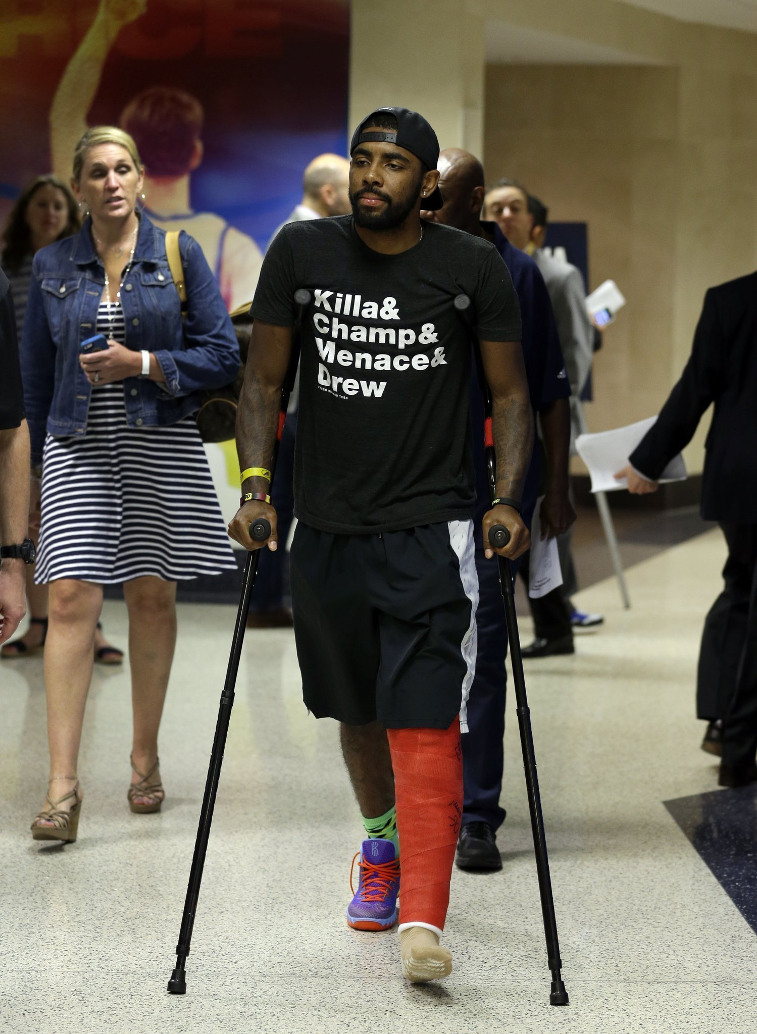 Cavs Point Guard Irving Calls Kneecap Injury A Freak Play The San Diego Union Tribune