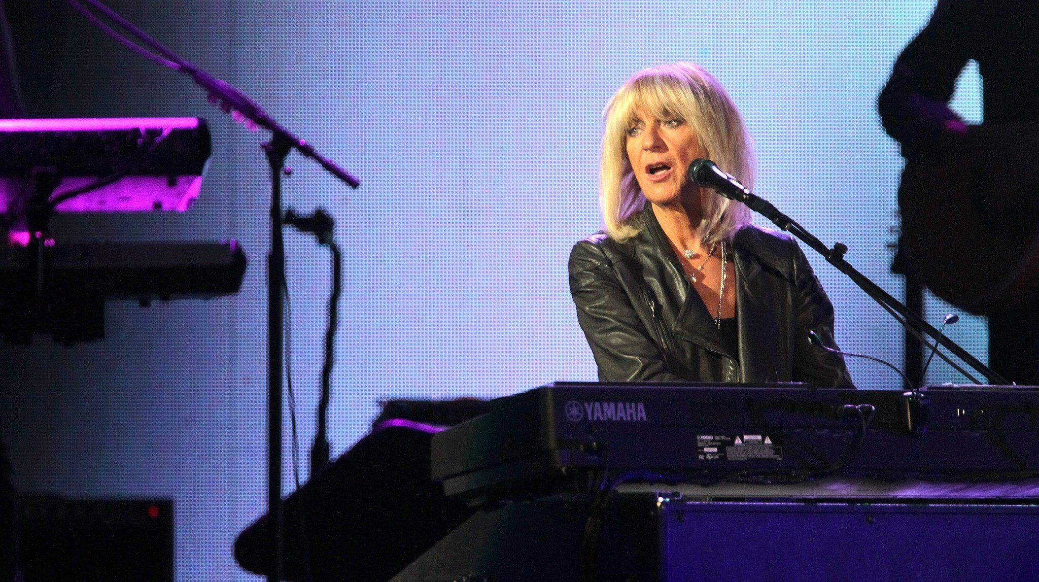 christine mcvie 39 s return lifts fleetwoo mac concert the san diego union tribune. Black Bedroom Furniture Sets. Home Design Ideas
