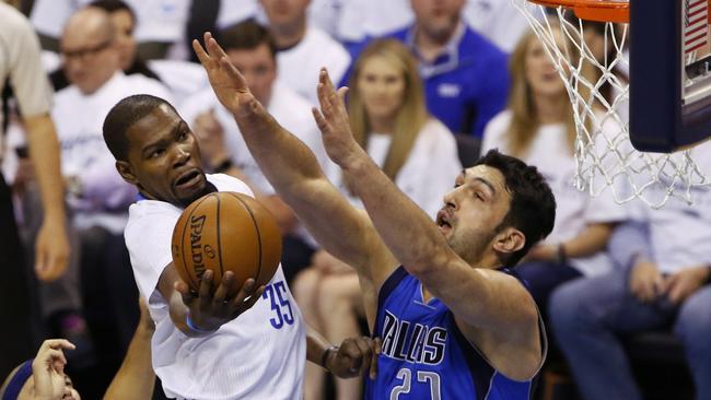 fa8d124a8fe Oklahoma City Thunder forward Kevin Durant (35) goes to the basket as  Dallas Mavericks