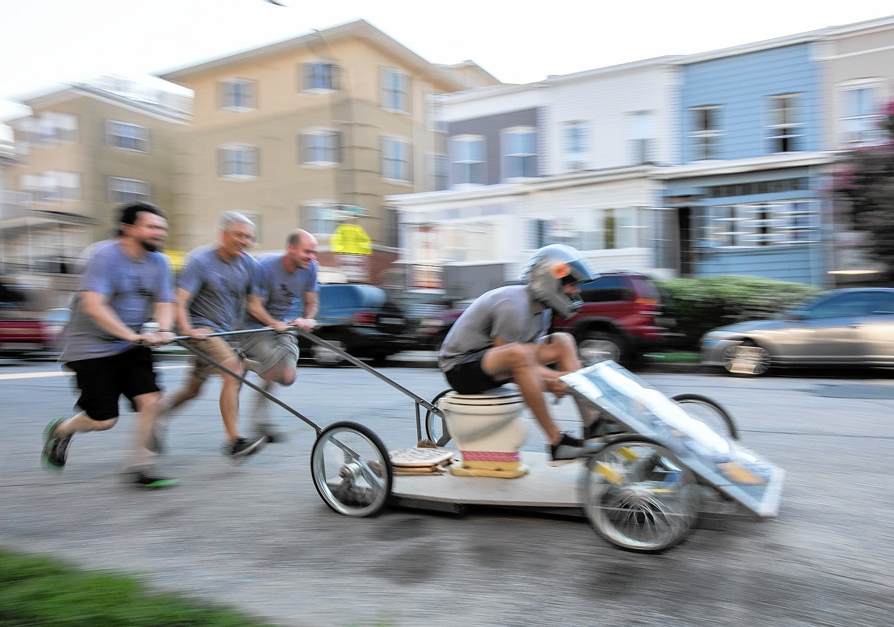 Hampdenfest Toilet Races Teem With Excitement Baltimore Sun