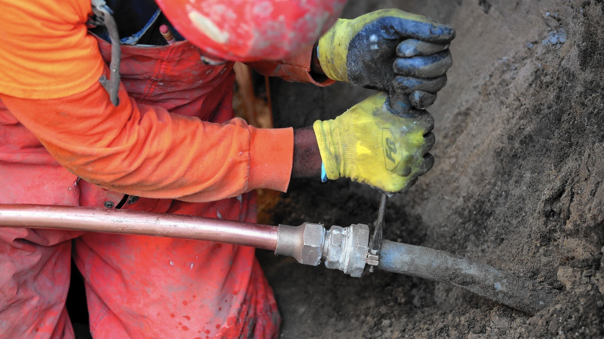 As Other Cities Dig Up Pipes Made Of Toxic Lead Chicago