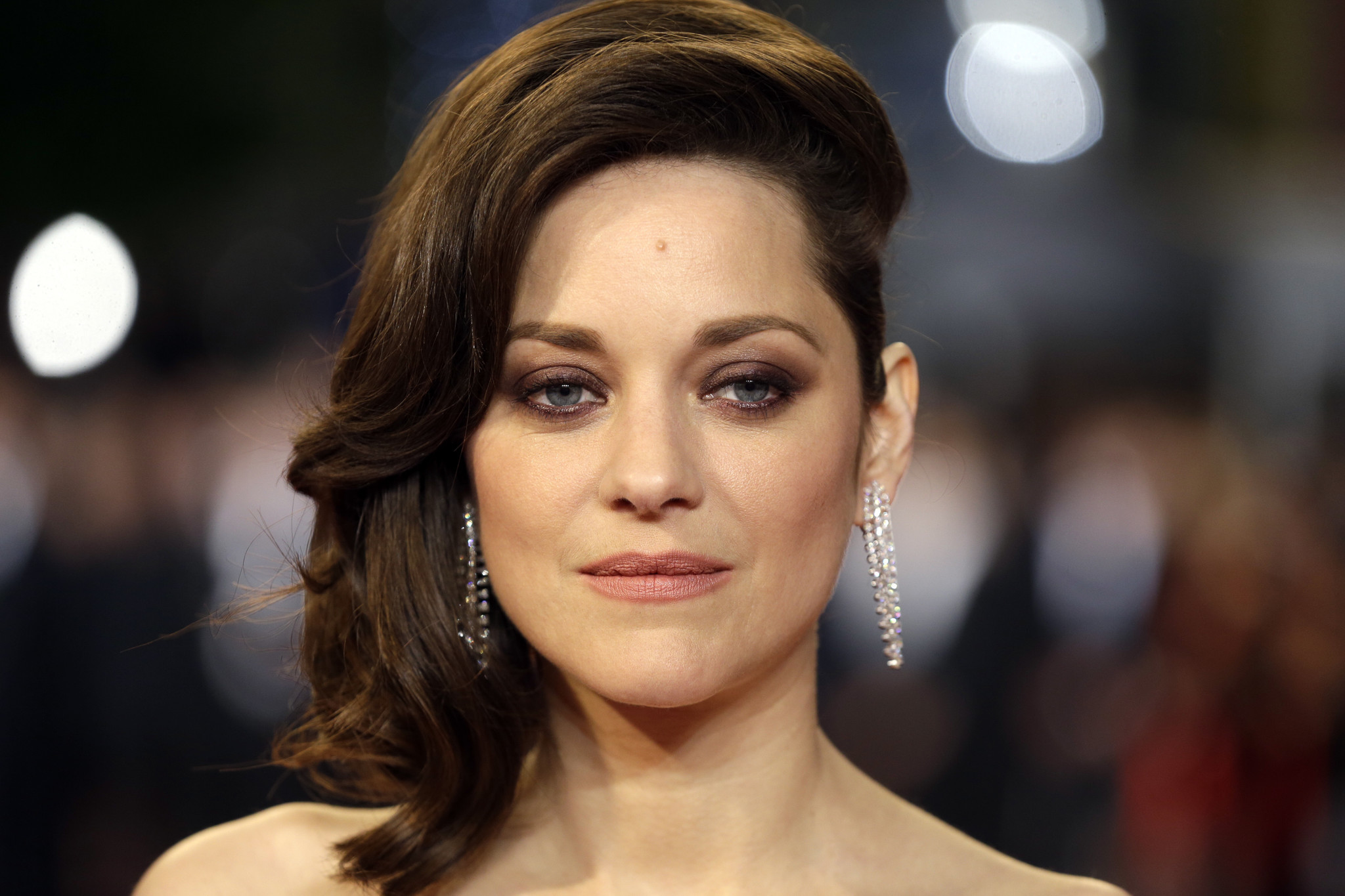 Marion Cotillard Announces Pregnancy Denies Brad Pitt Reports