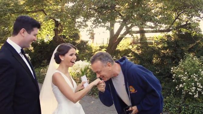 Tom Hanks Crashes Wedding Photo Shoot In Central Park Chicago Tribune