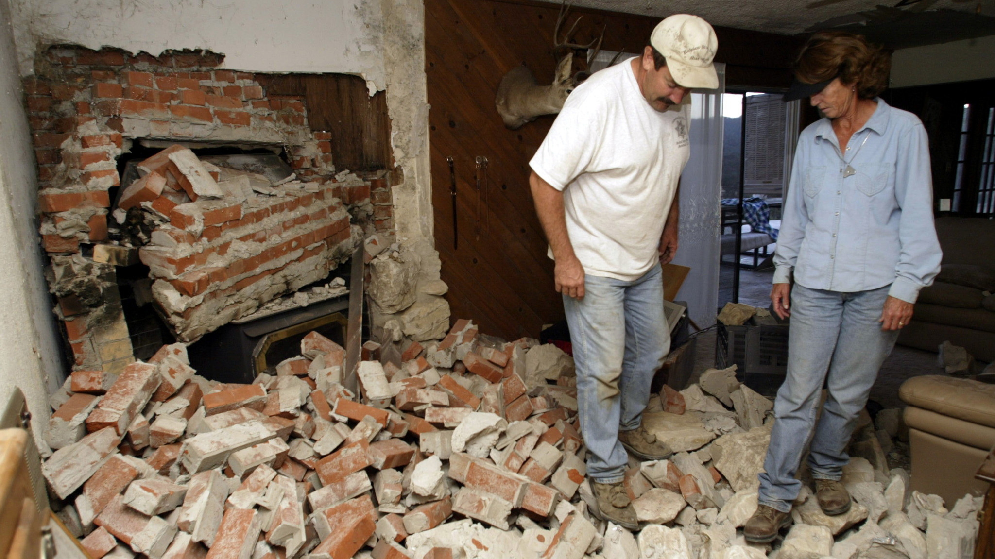 Jim and Laurie Batson survey the damage to their Parkfield, Calif., home in 2004. The Batsons had lived in the home, 400 yards from the San Andreas Fault, for 15 years and had not suffered damage in earlier quakes.