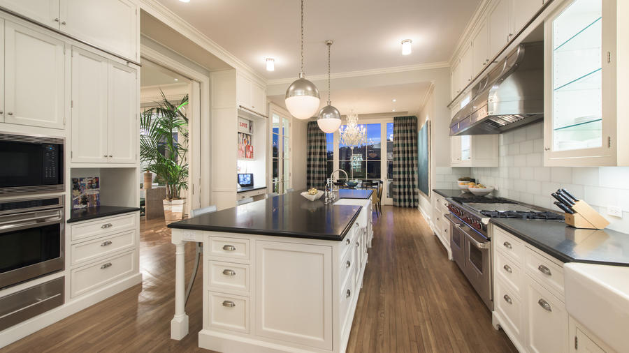 Home of the Day: A trophy traditional in Brentwood Park