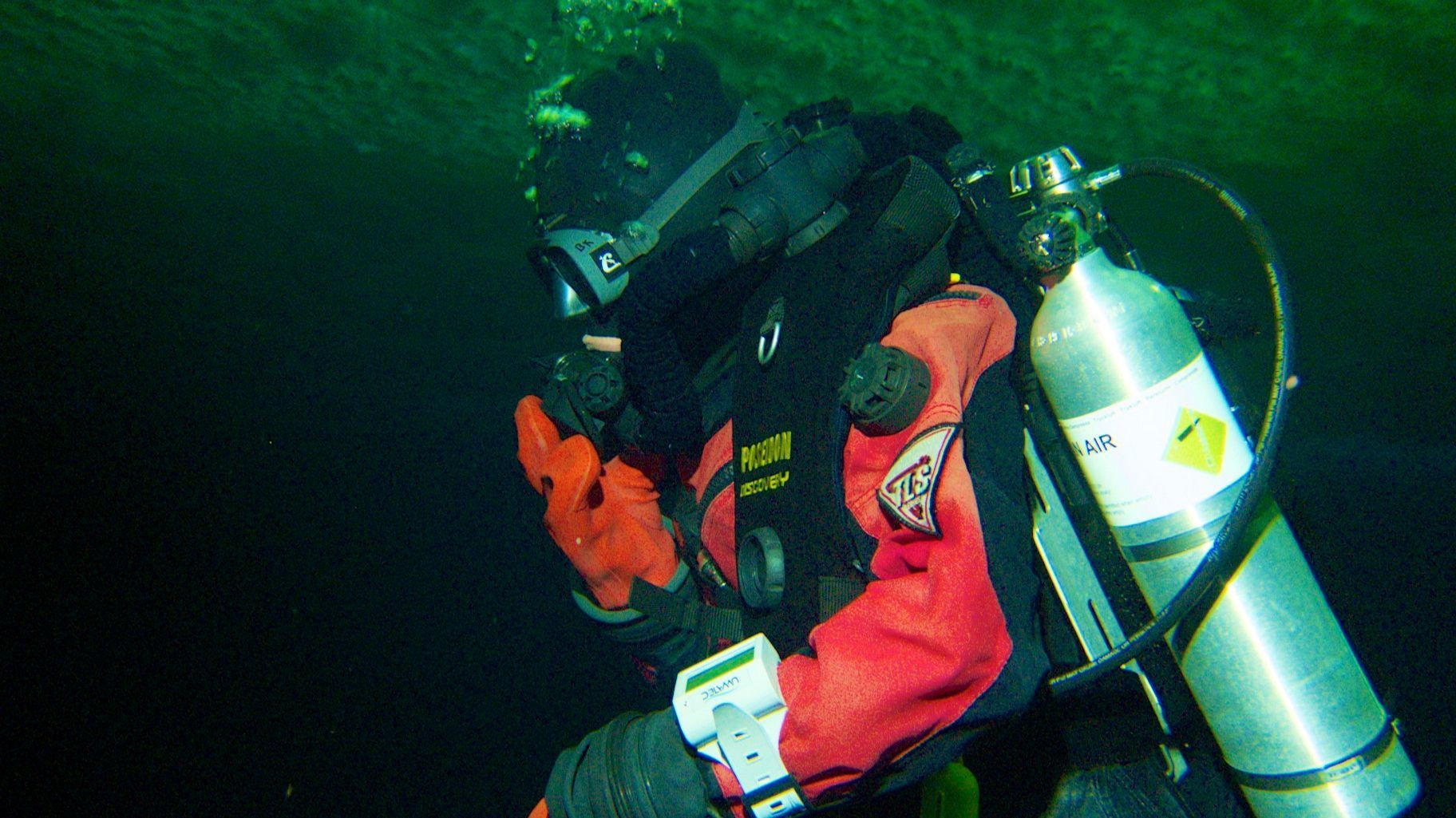 Rebreather technology being tested in arctic waters.
