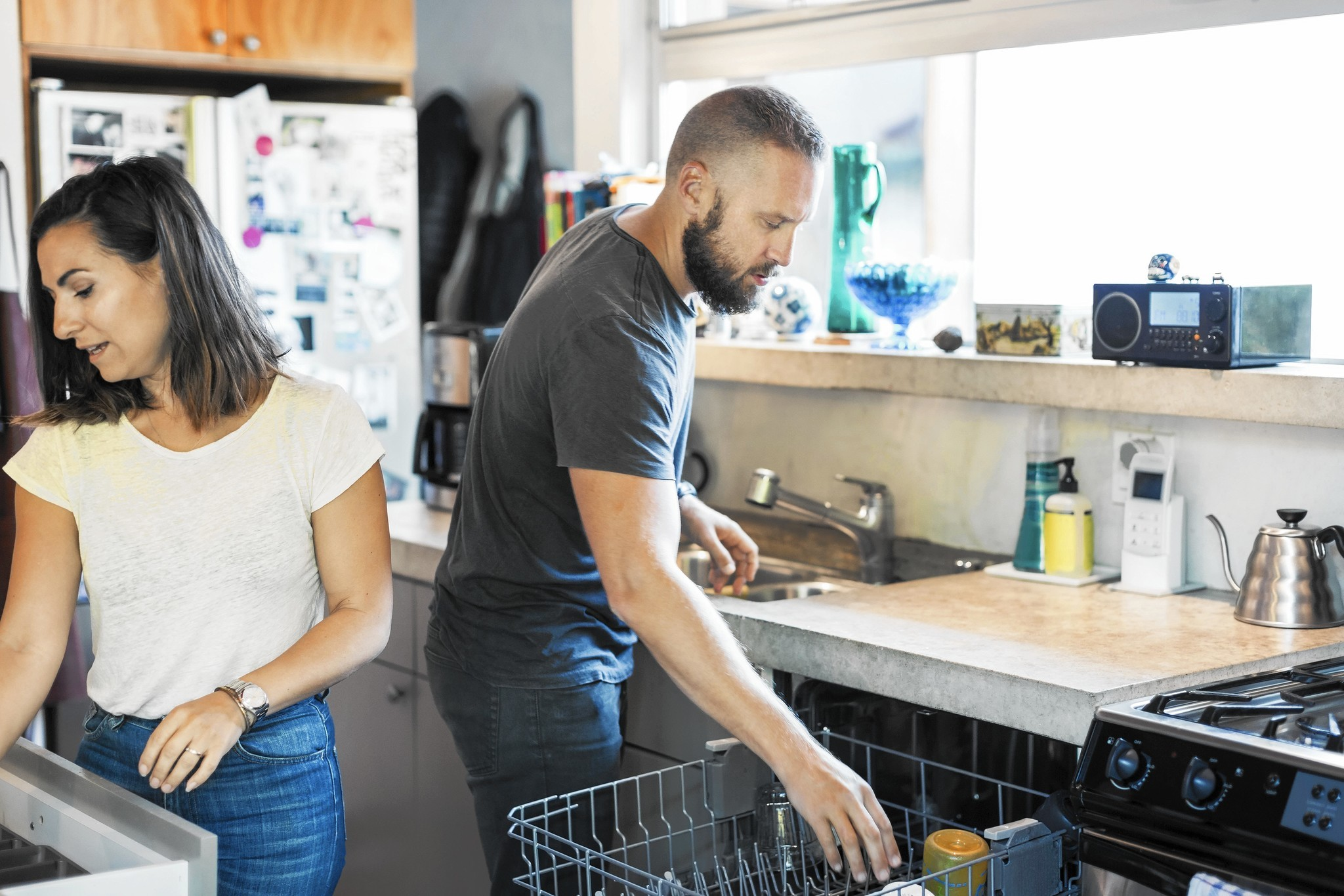 Spouses Sharing Housework Equally Argumentive Essay