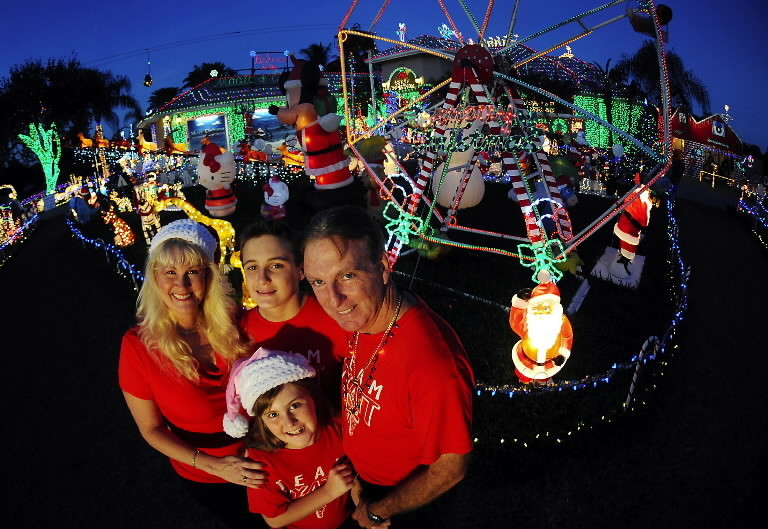 plantation loses lawsuit against family over massive christmas display sun sentinel - Christmas Light Tv Show