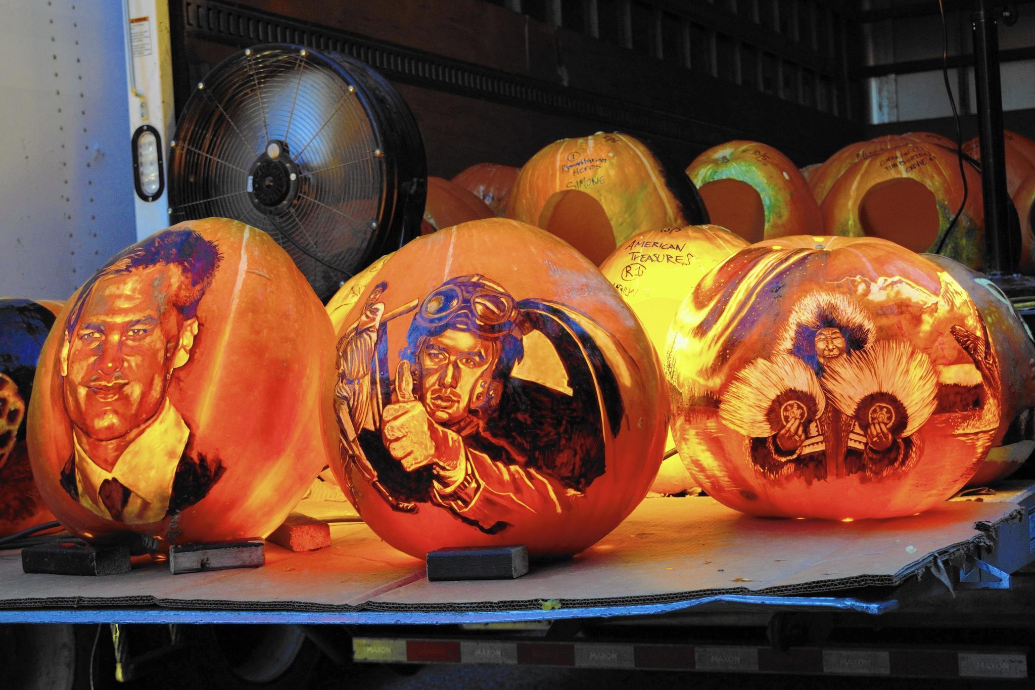 Jack O Lantern Spectacular Draws Thousands To R I Zoo