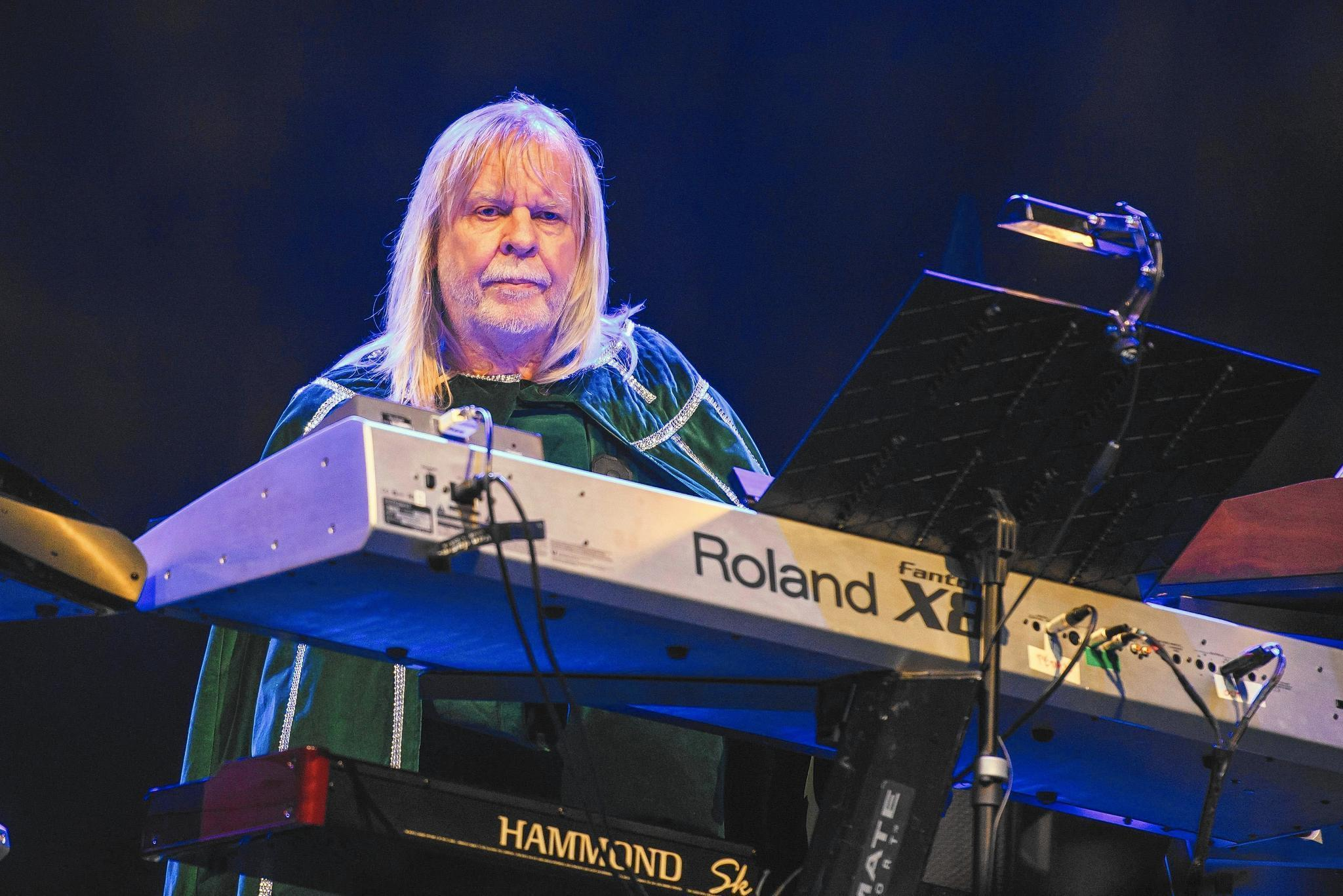 prog rock 39 s anderson rabin wakeman at the oakdale ct now. Black Bedroom Furniture Sets. Home Design Ideas