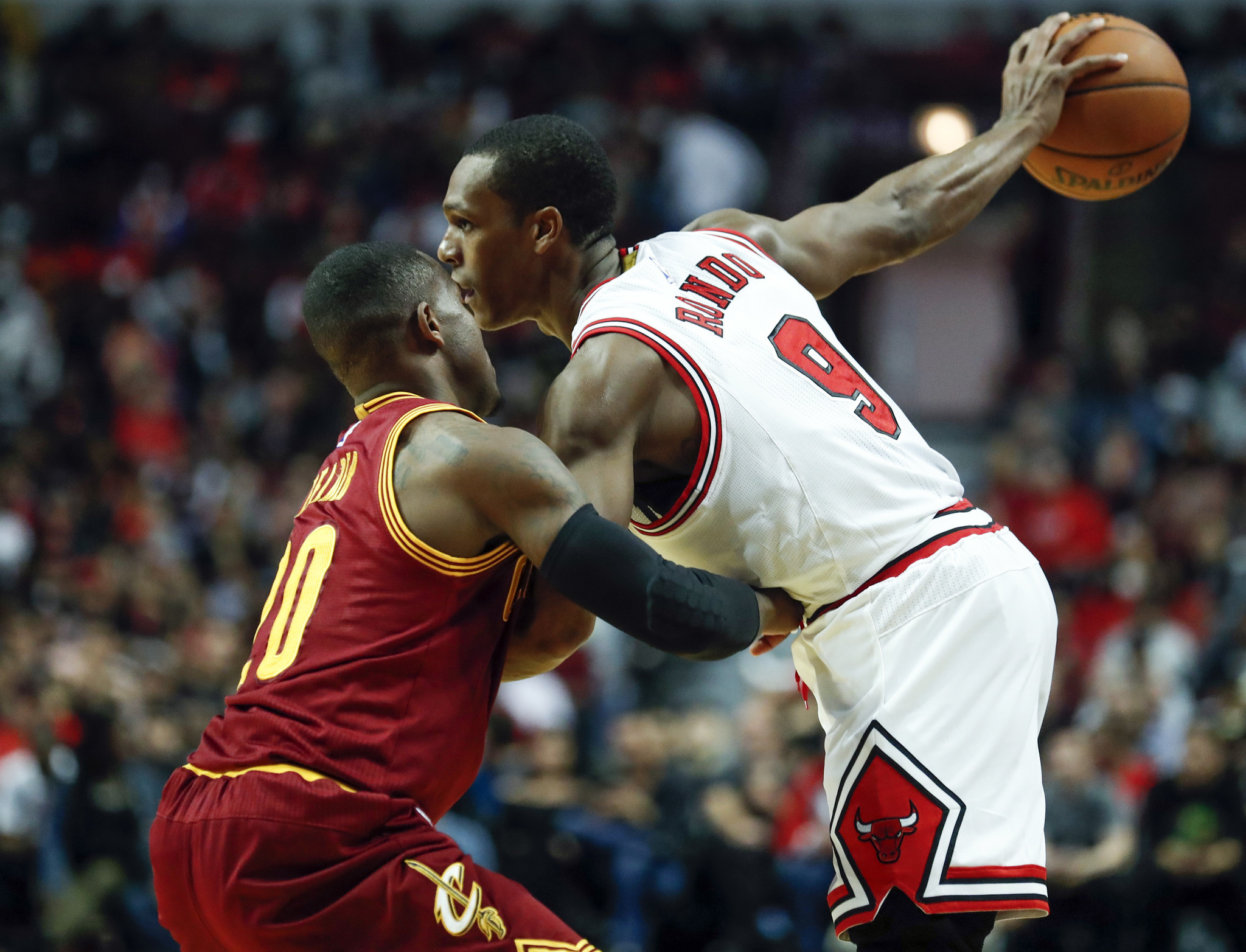 beaf2b319 Bulls improve to 2-2 with rocky preseason victory over shorthanded Cavs -  Chicago Tribune