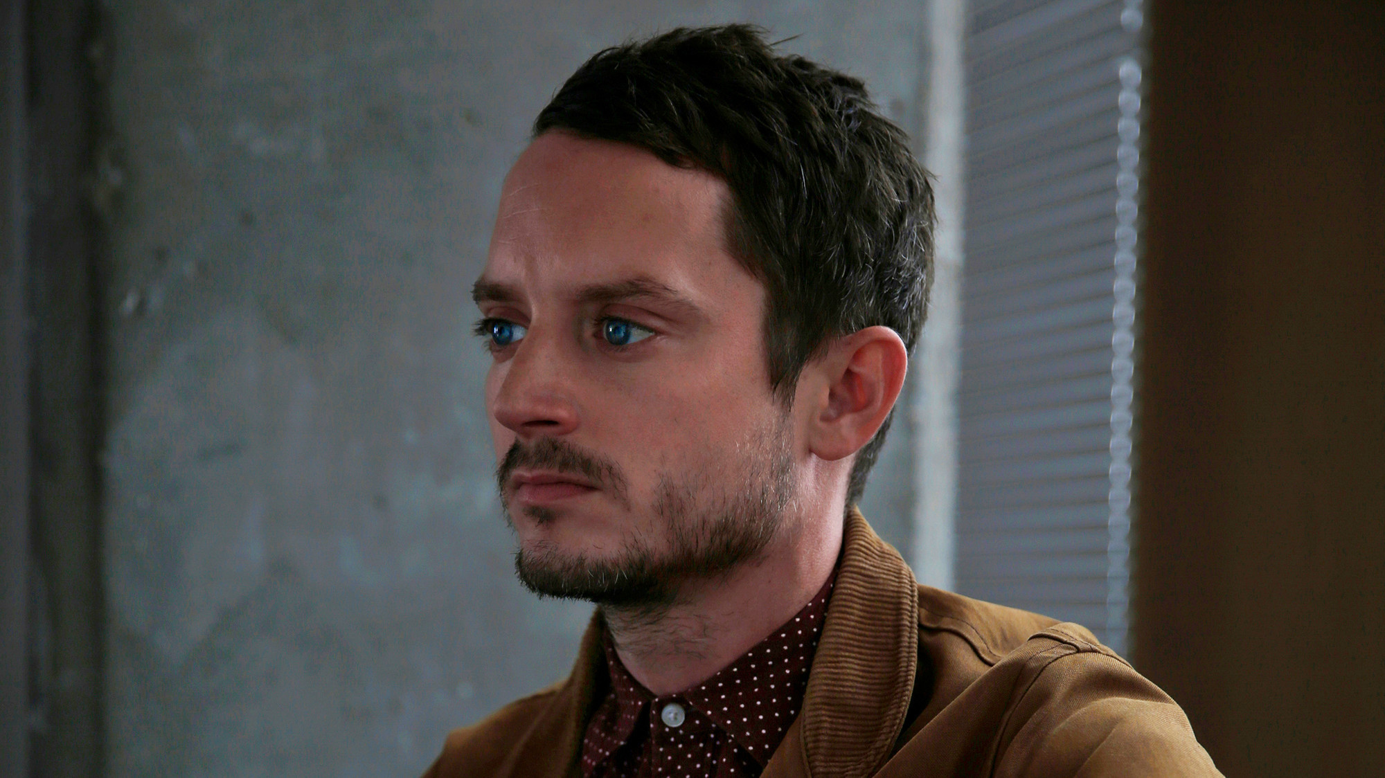 The 'un-peggable' Elijah Wood returns to TV in 'Dirk ...