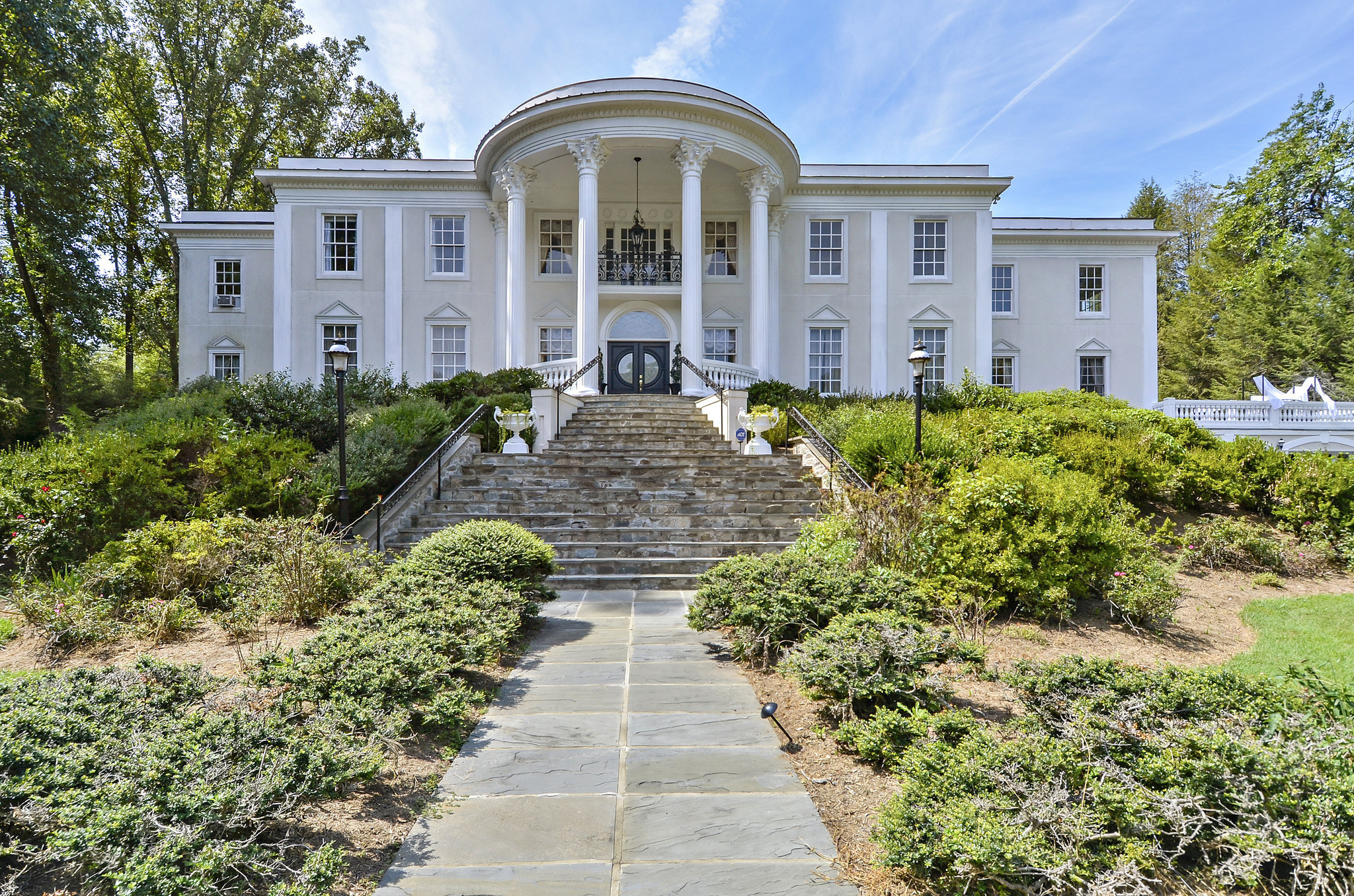 2 White House Look Alikes For Sale In Virginia