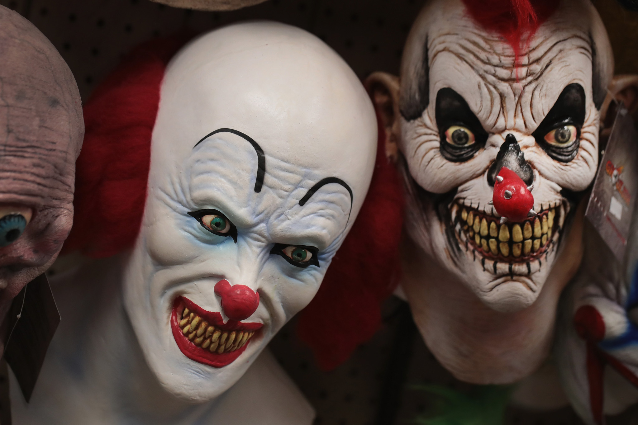 Clown costumes banned from some school Halloween ...
