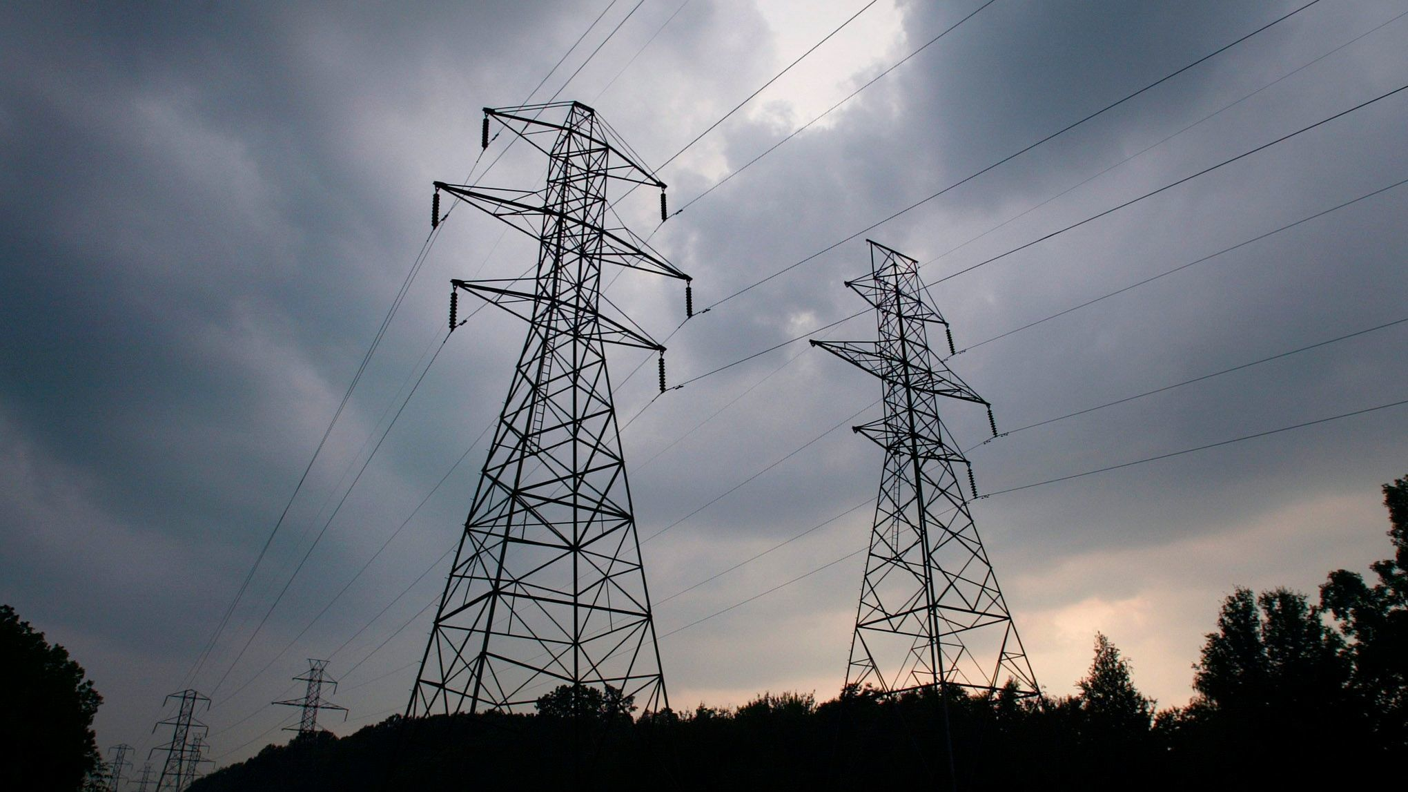 An analysis bythe University of Cambridgeand the insurer Lloyd's estimated that a substantialoffensive against the power grid in the northeastern U.S. could leave 93 million people in the darkand cause upwardof $240 billion in economic damage.
