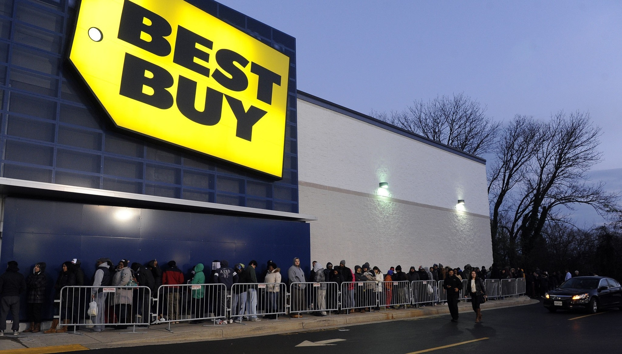 Best Buy Gets Jump On Holiday Shopping With Saturday Event