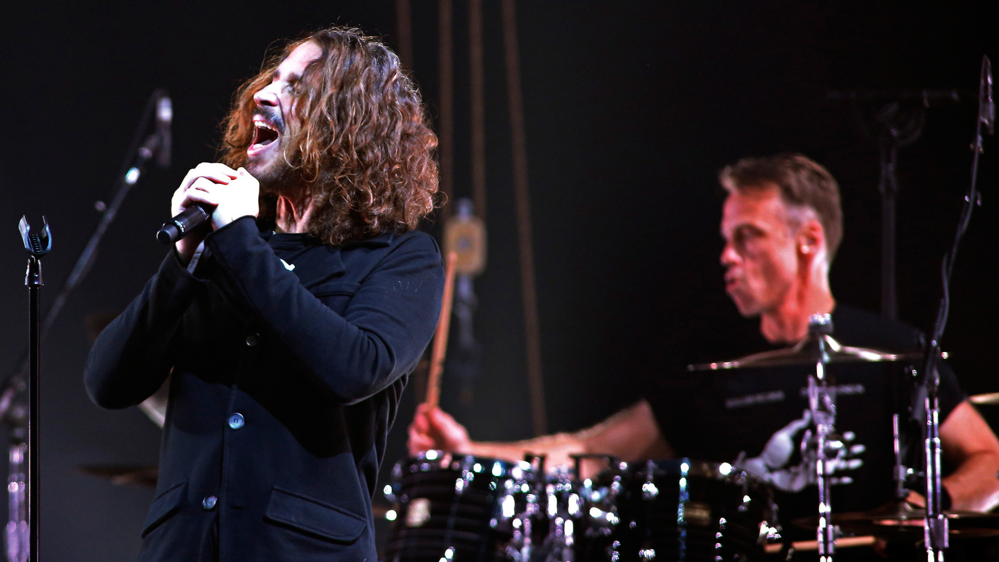 pictures temple of the dog performs at the tower theatre the morning call. Black Bedroom Furniture Sets. Home Design Ideas