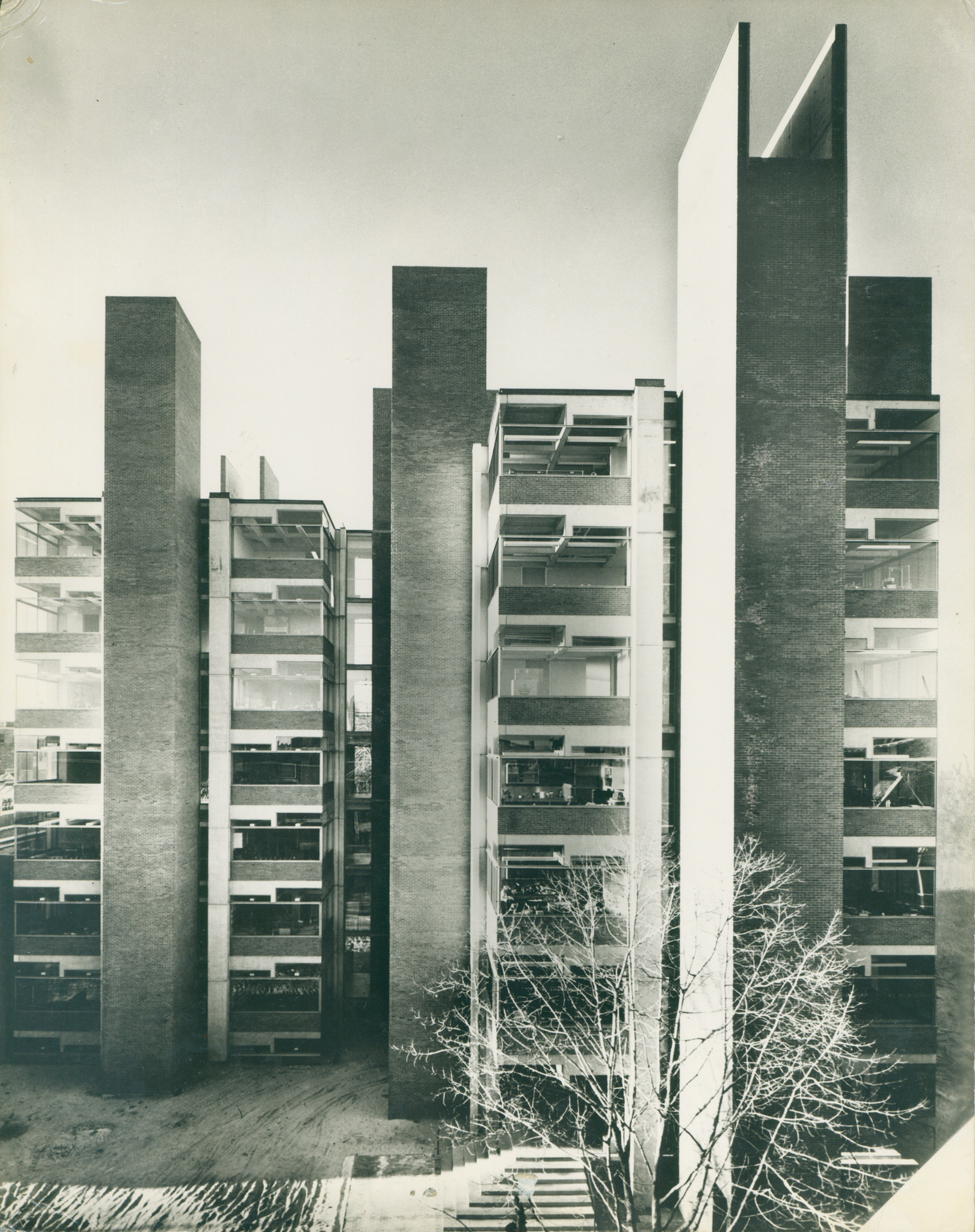 The Richards Medical Research Laboratories in Philadelphia, designed by Kahn and completed in 1960 — an important precursor to the Salk.