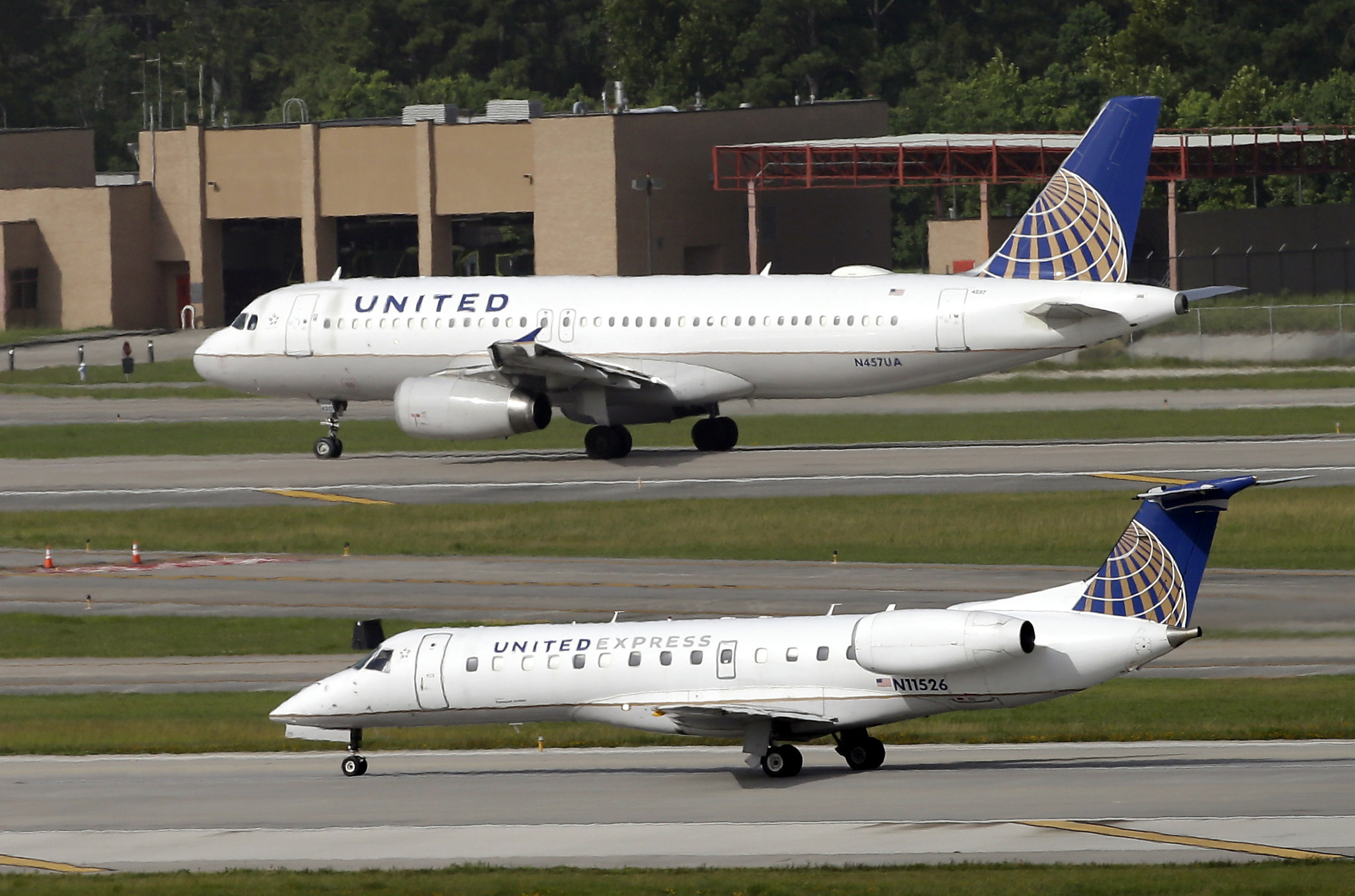 United pares down perks — like carry-on bags — with  basic economy  fares 2a0ca2411a006