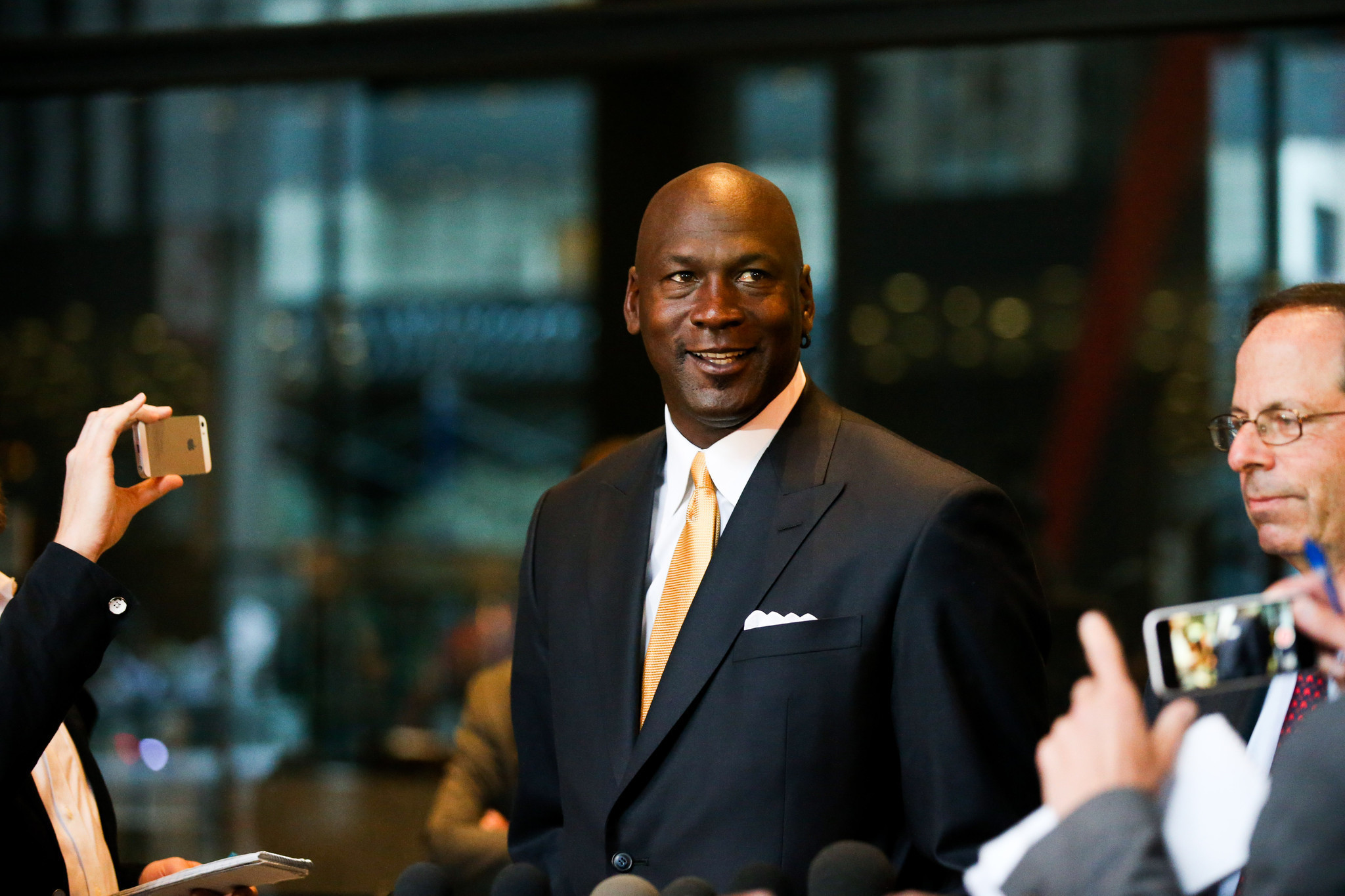 Michael Jordan, Newt Minow among Presidential Medal of Freedom recipients