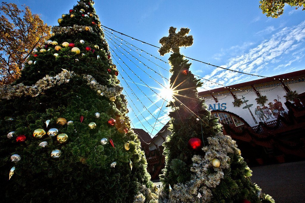 Christmas Town returns to Busch Gardens Friday - Daily Press