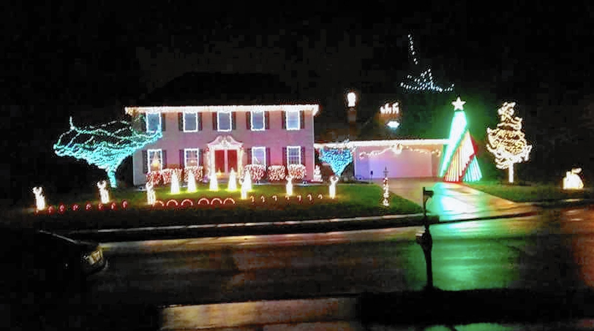 Brad's Bel Air light show is ready for 'A Blue Christmas' starting Thursday, Dec. 1
