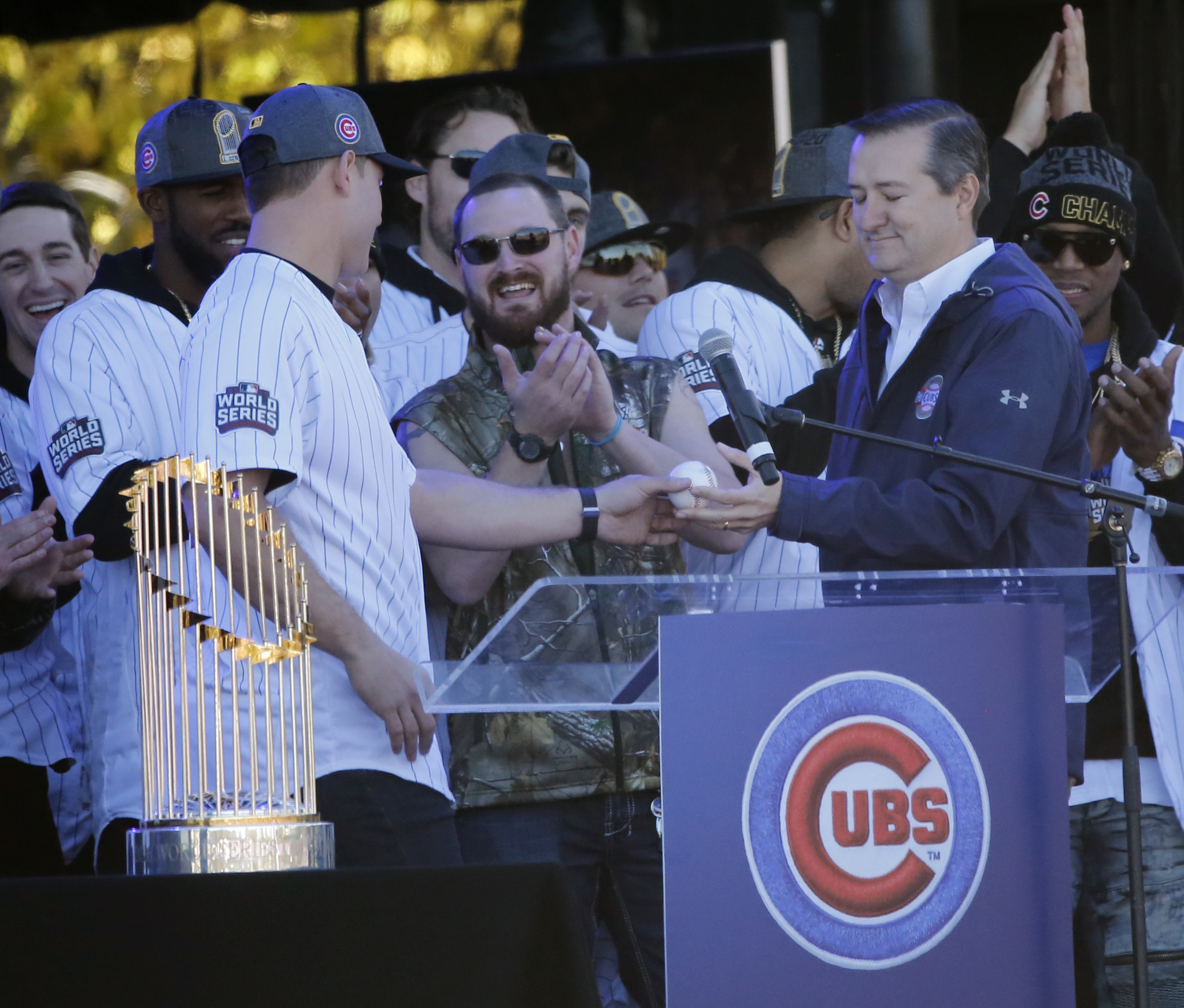 Collectors disagree on value of Cubs  last-out ball 70c04fd5ebd