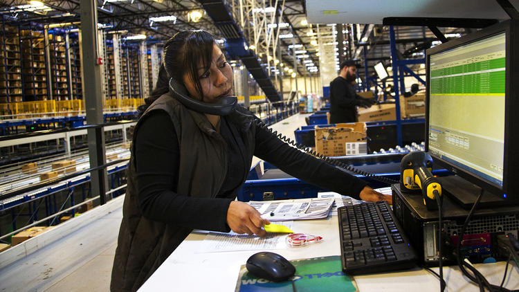 Warehouses Promised Lots Of Jobs But Robot Workforce Slows Hiring