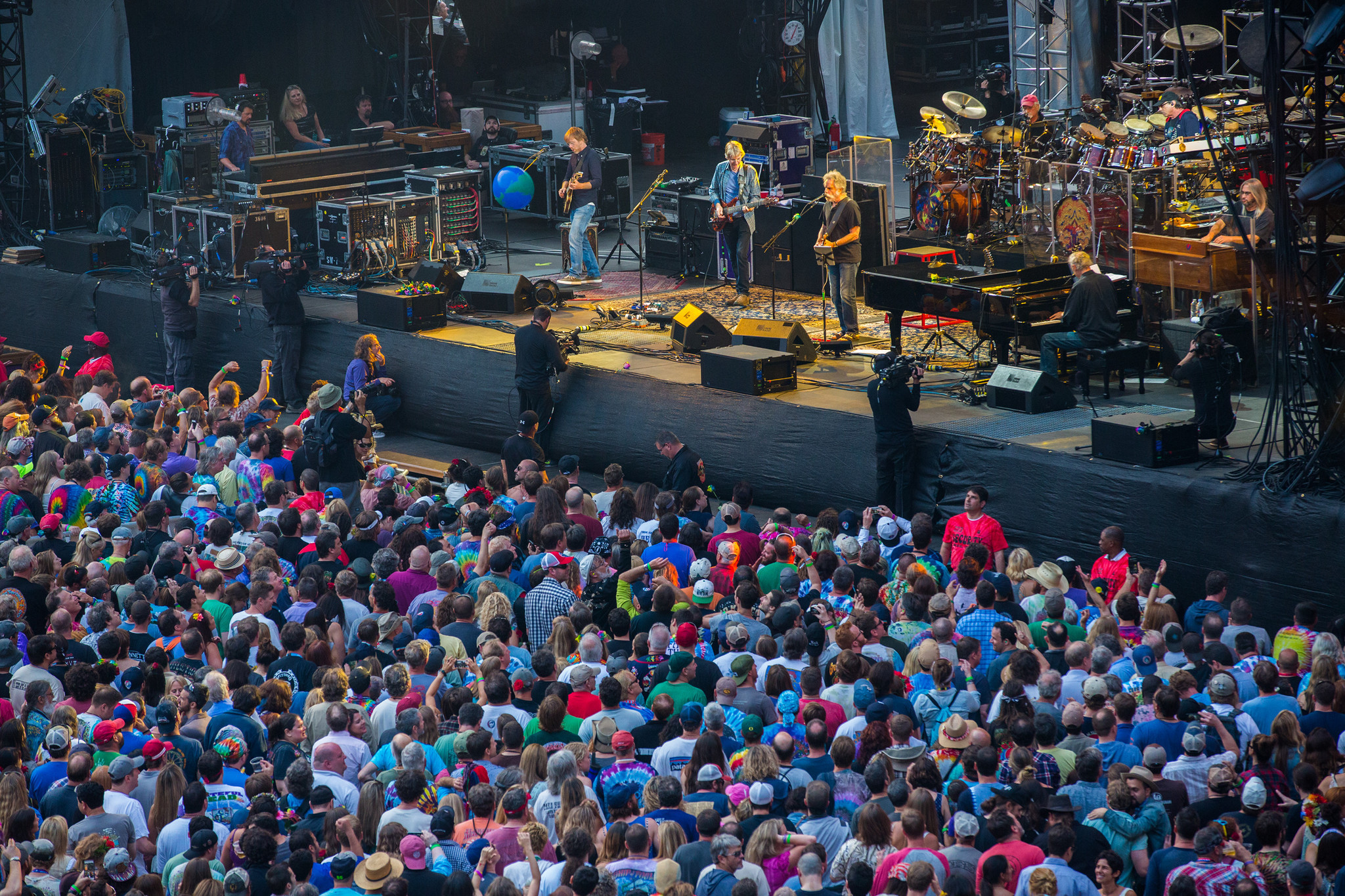 latest grateful dead spinoff to play wrigley field