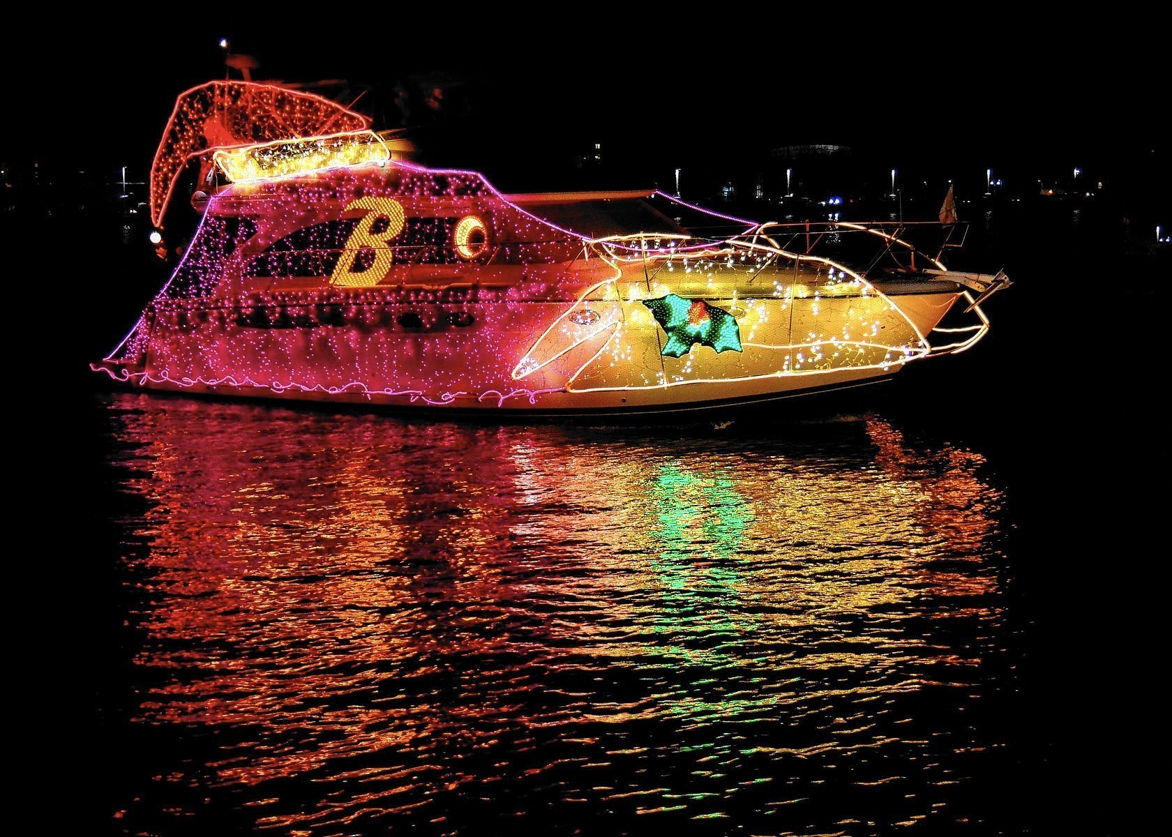 34th annual Eastport Yacht Club Lights Parade sails into view ...