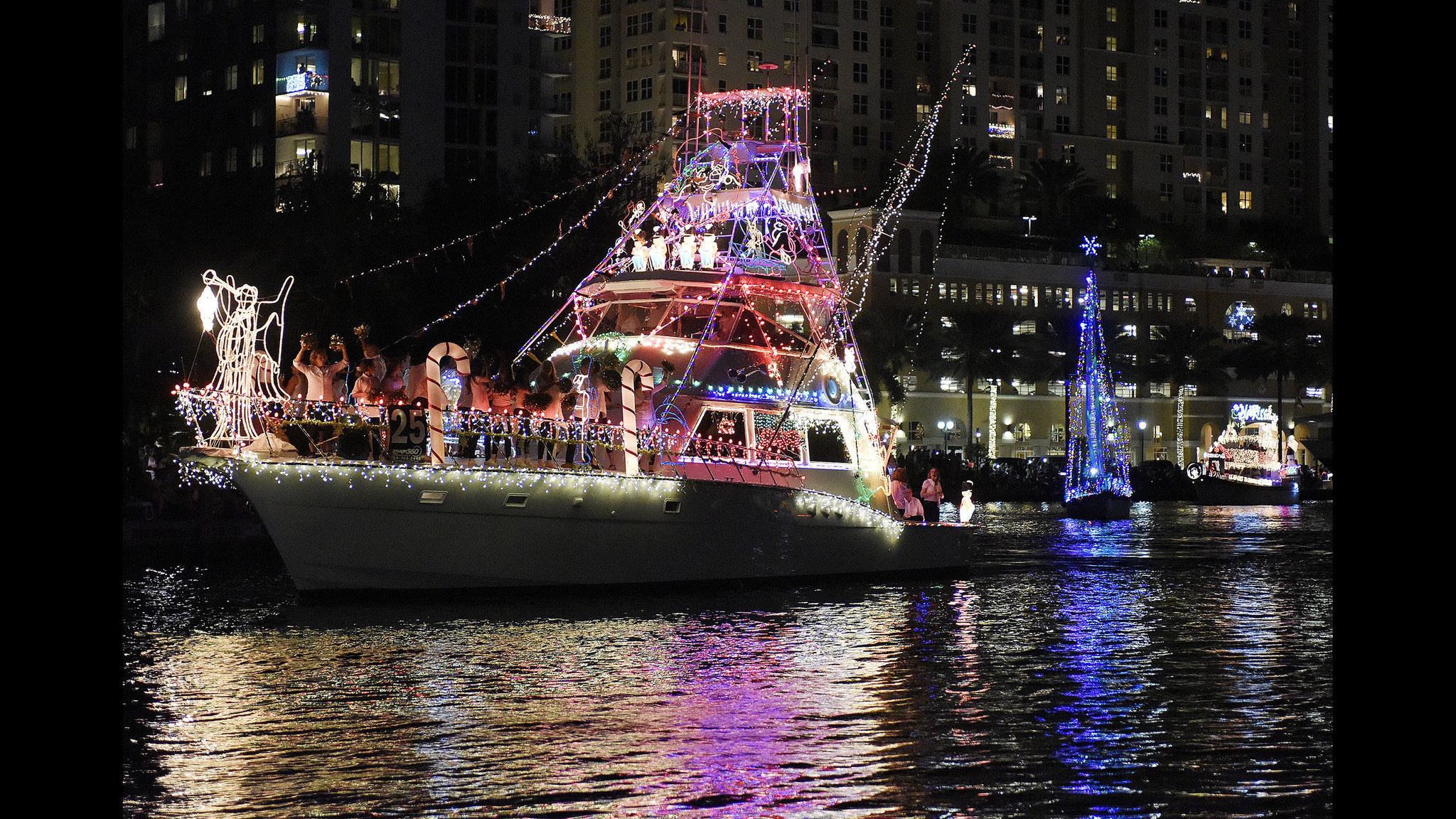 Fort Lauderdale Christmas Boat Parade.Boat Parades Motor Into South Florida This Weekend Sun