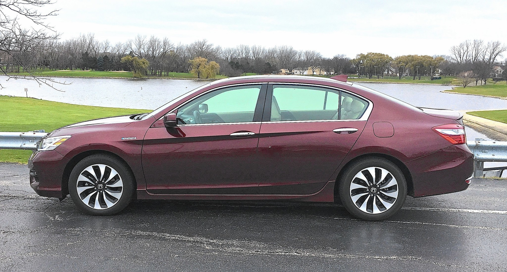 2017 honda accord hybrid makes 50 mpg come easy chicago tribune. Black Bedroom Furniture Sets. Home Design Ideas
