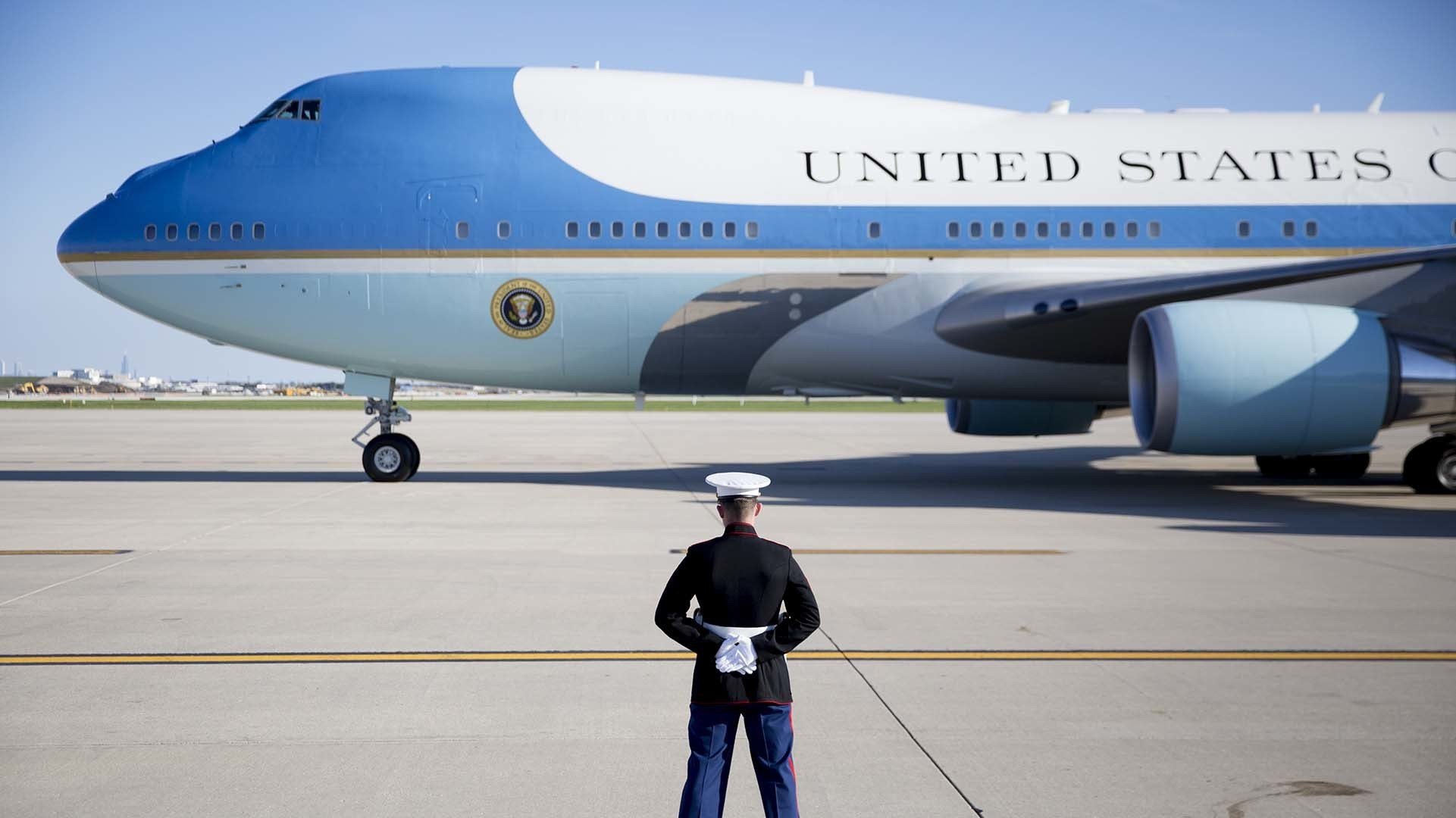 boeing 39 s air force one inside new contract chicago tribune. Black Bedroom Furniture Sets. Home Design Ideas