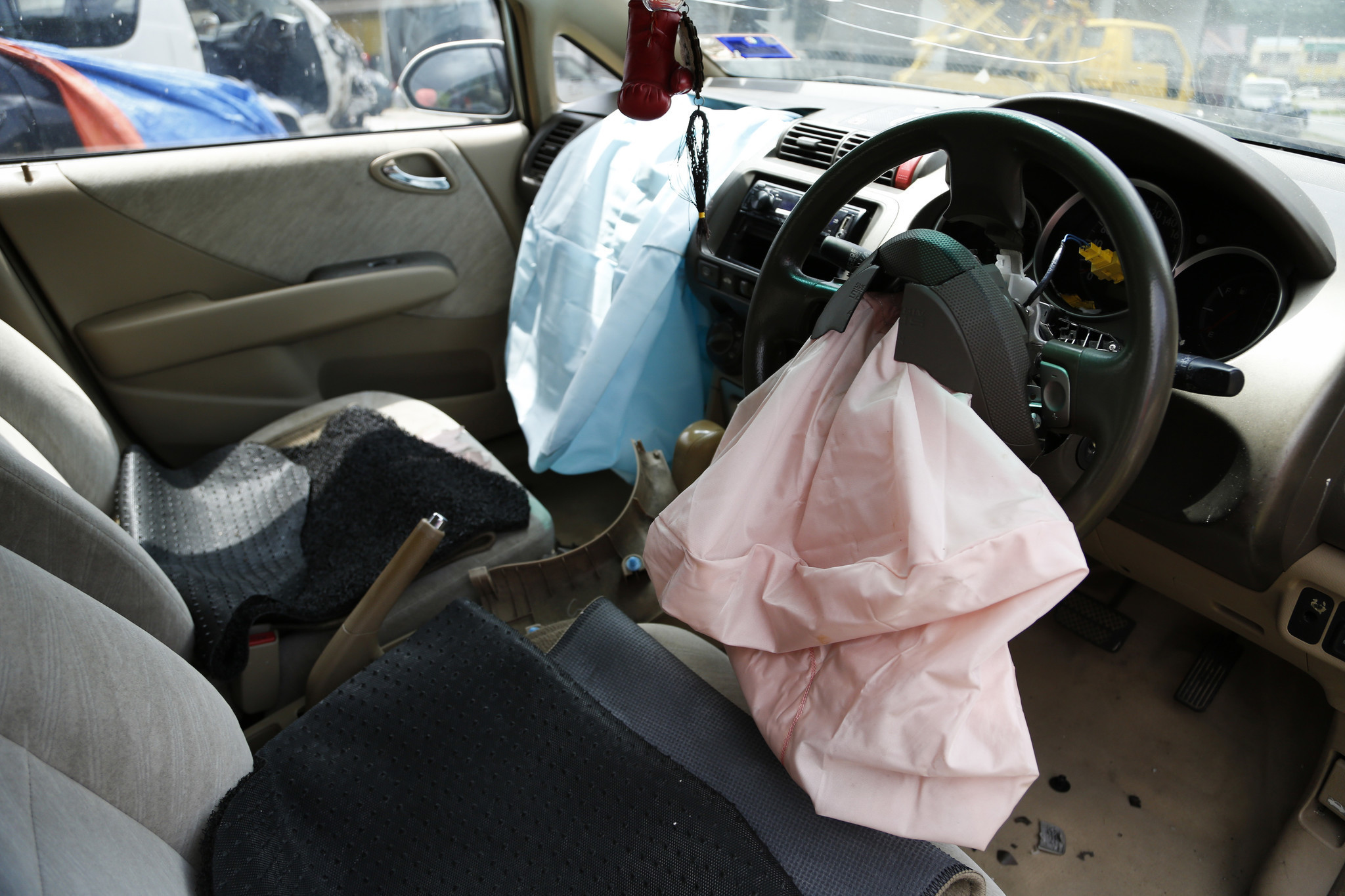 automakers need to expedite takata air bag recalls affecting 42 million cars u s says la times. Black Bedroom Furniture Sets. Home Design Ideas