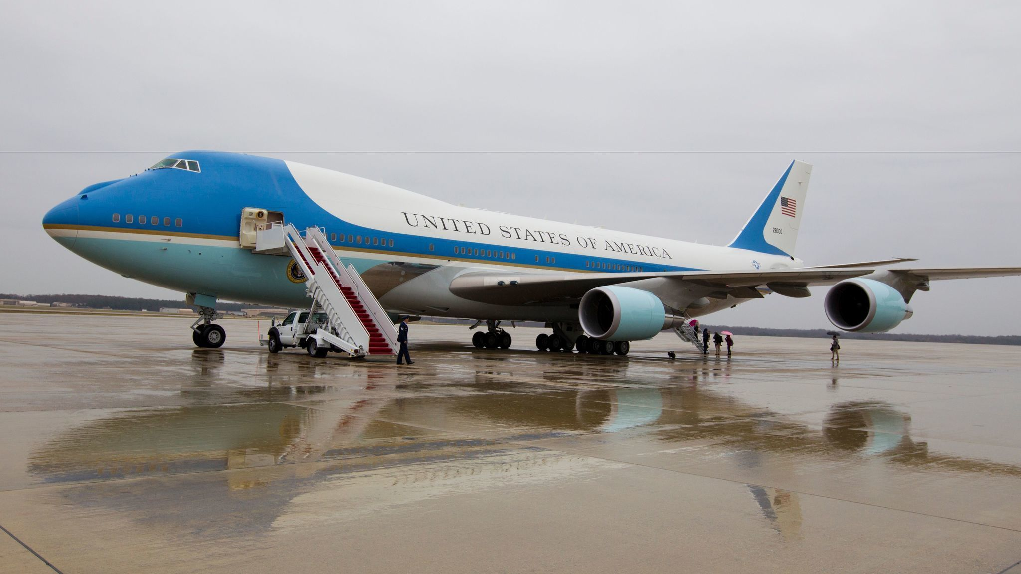 trump wants the contract to develop a new air force one. Black Bedroom Furniture Sets. Home Design Ideas