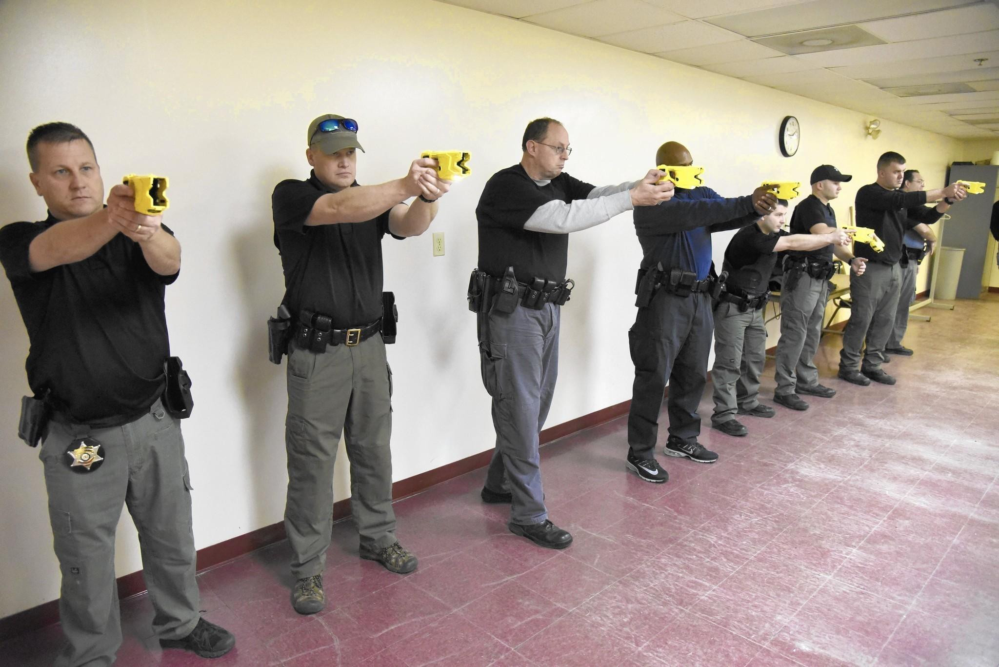 Sheriff's Office deputies undergo Taser training - Capital