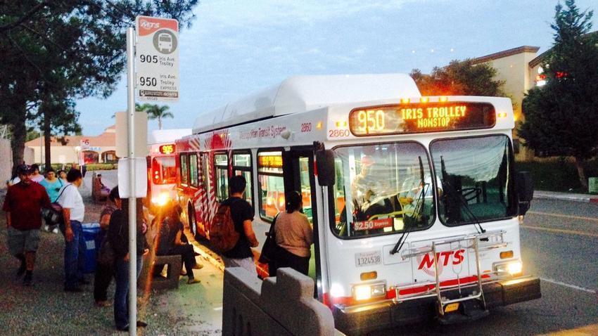 Hacen Permanente Autobus Para Peatones De La Garita De Otay Mesa