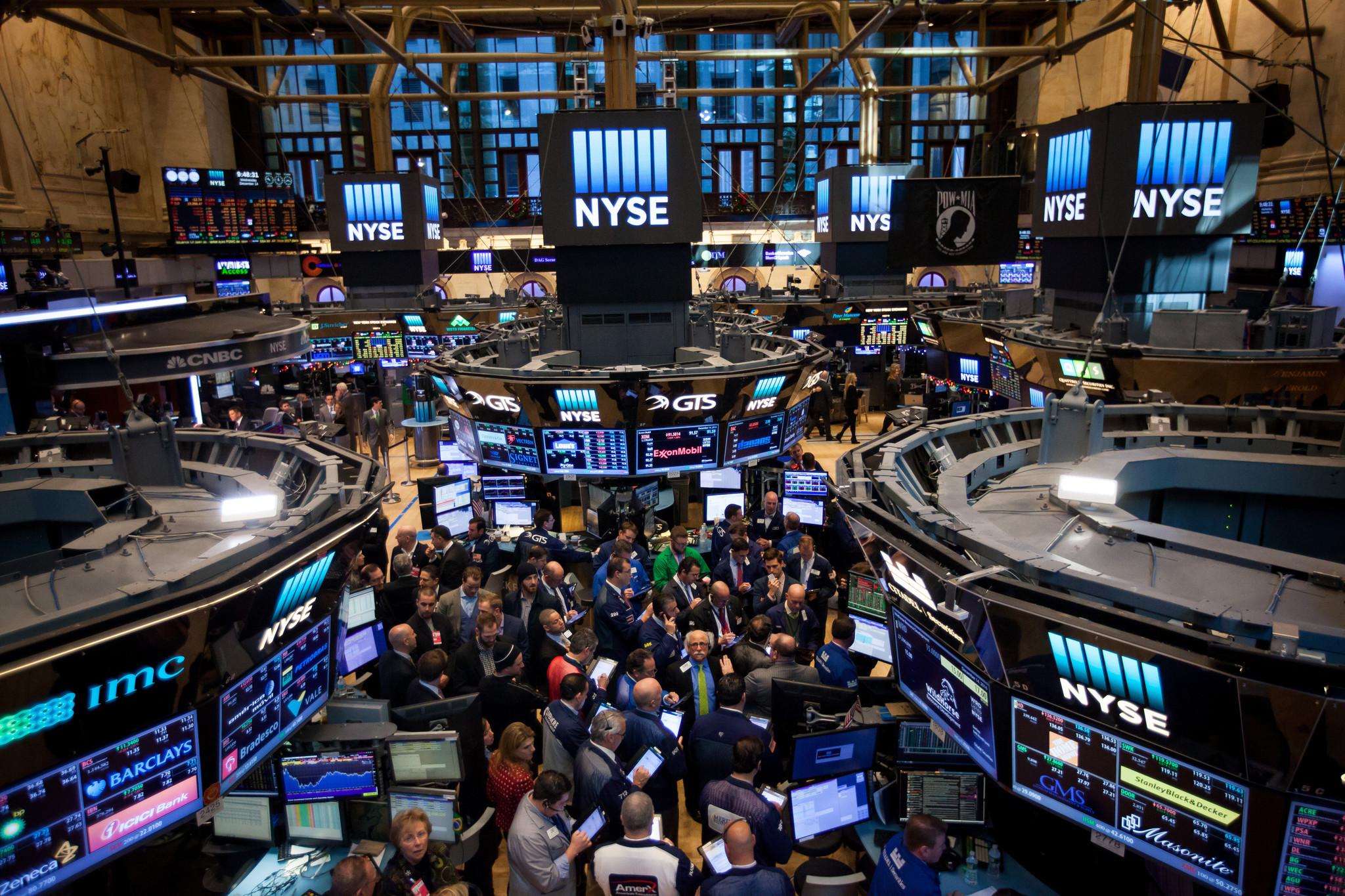 trump market street wall chicago investors