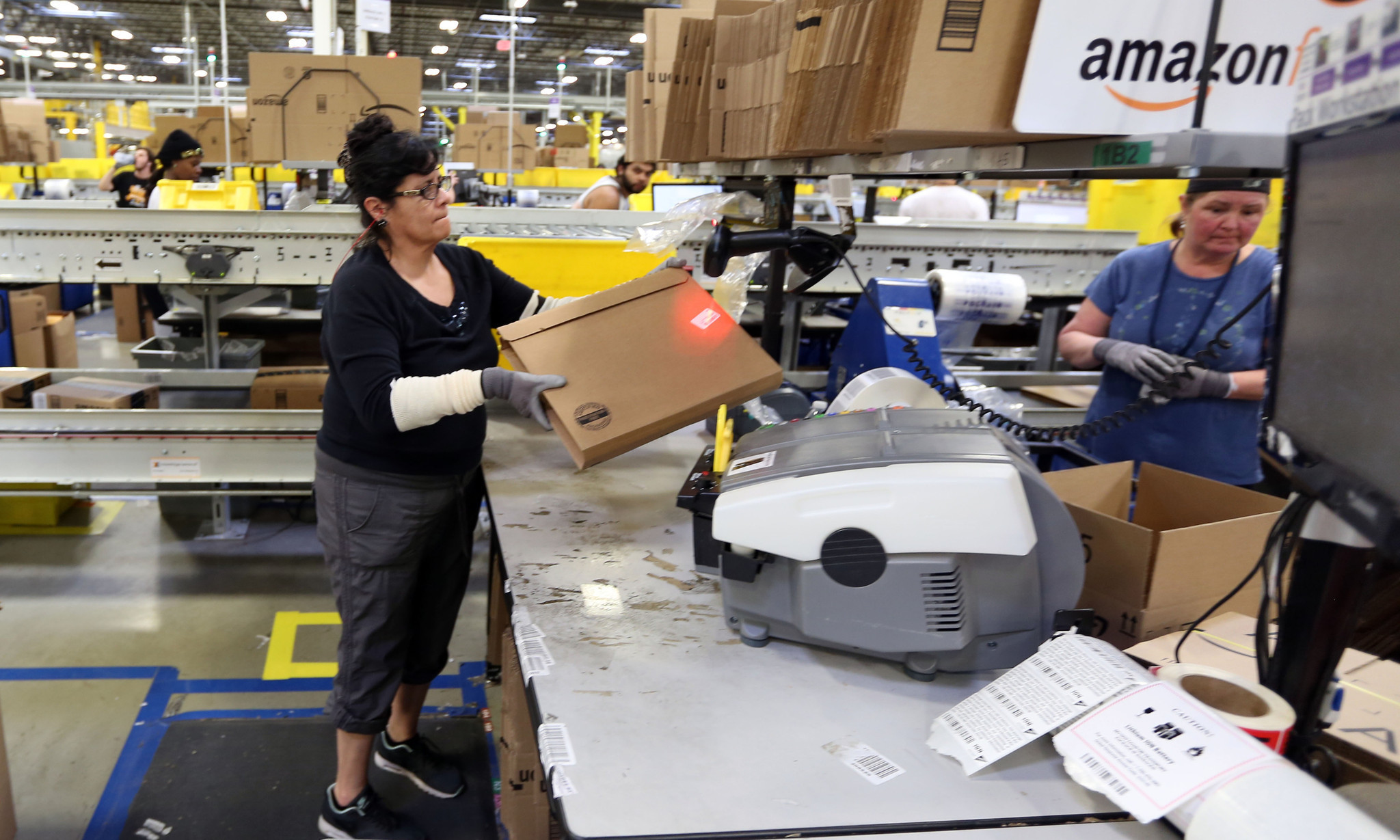 Amazon S Aurora Distribution Center Deal May Be One Of The