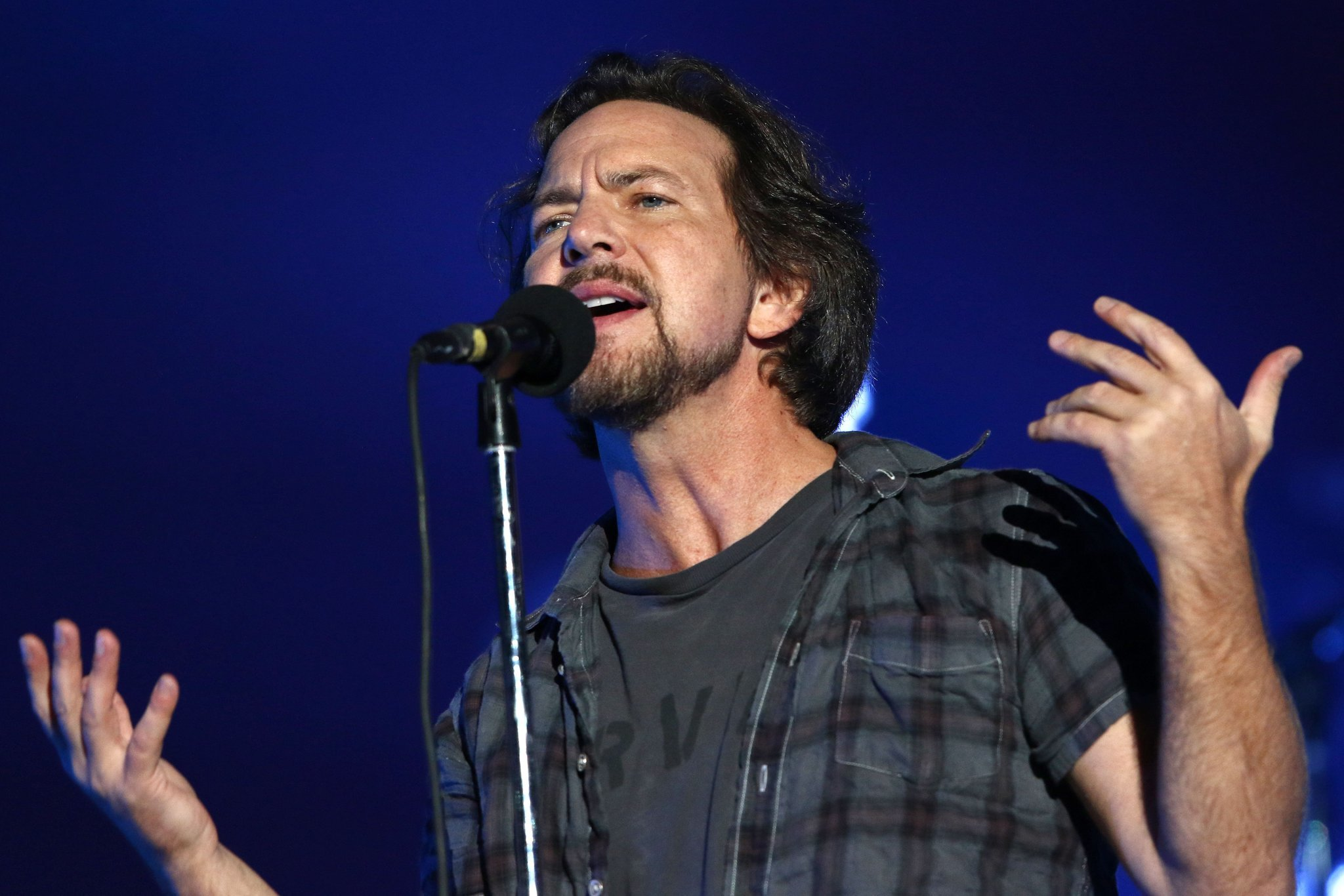Eddie Vedder donates $10,000 to help save Christmas for a ...