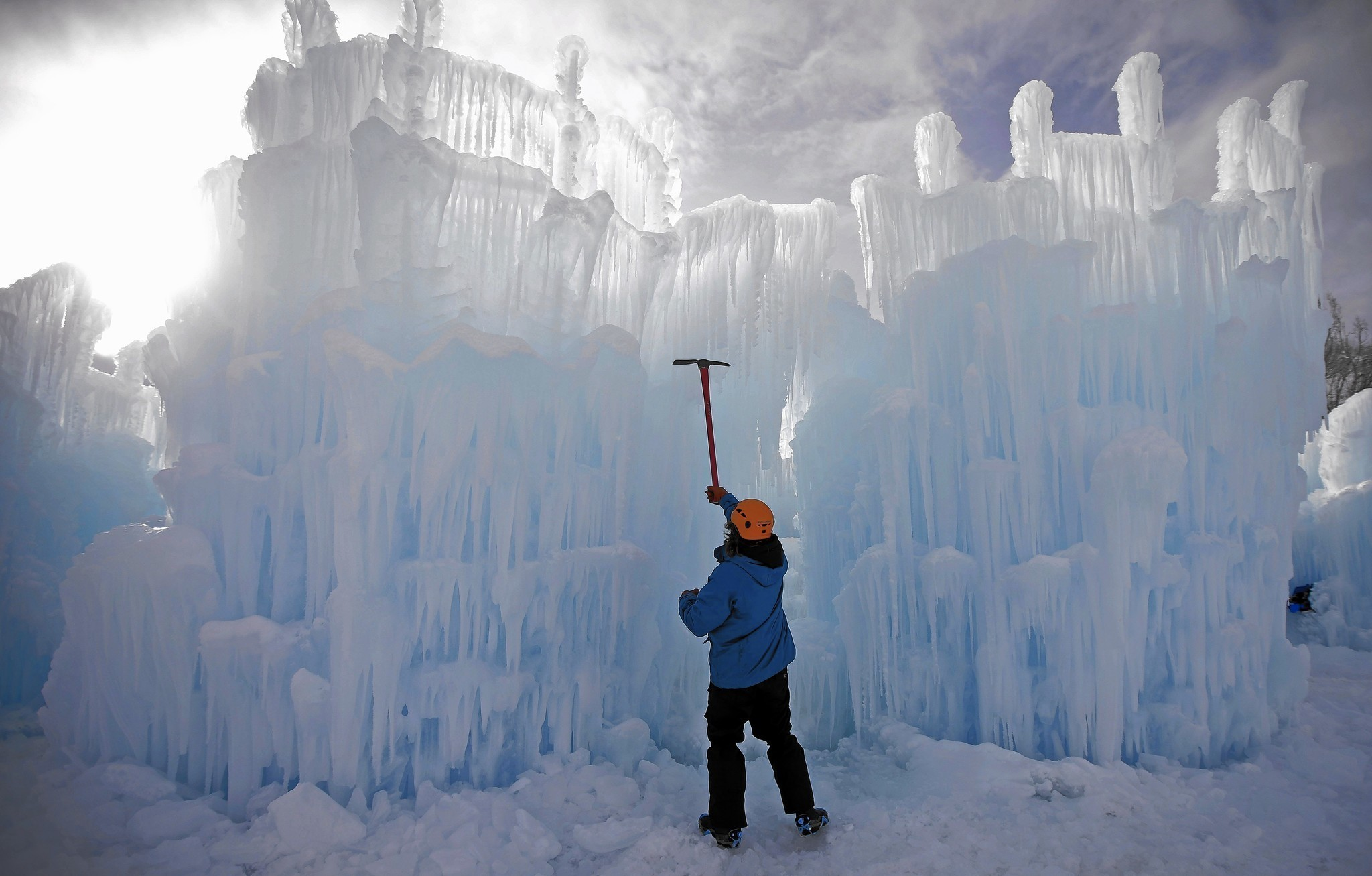 Ice Castle Shaping Up At Wisconsin Dells Waterpark