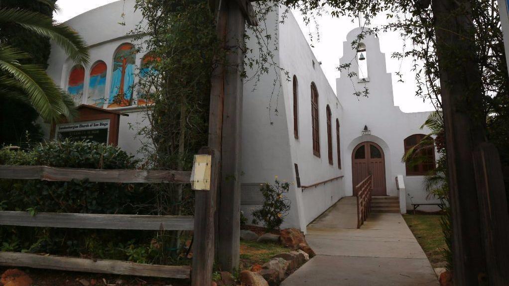 Gedung bekas Gereja Swedenborgian di Tyler Avenue di University Heights, San Diego, AS, tempat baru bagi komunitas Vihara Dharma Bum.