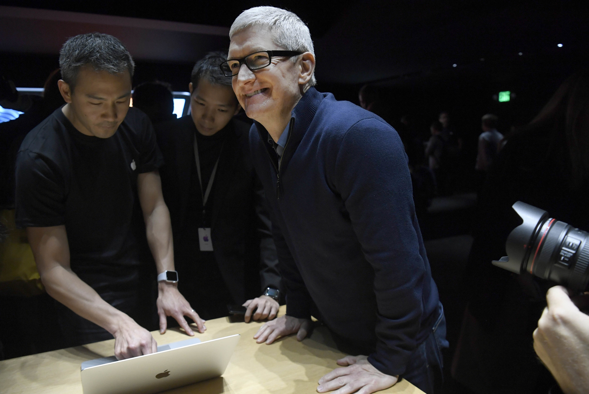 Apple bosses see pay drop in 2016 as CEO reaps $145 million