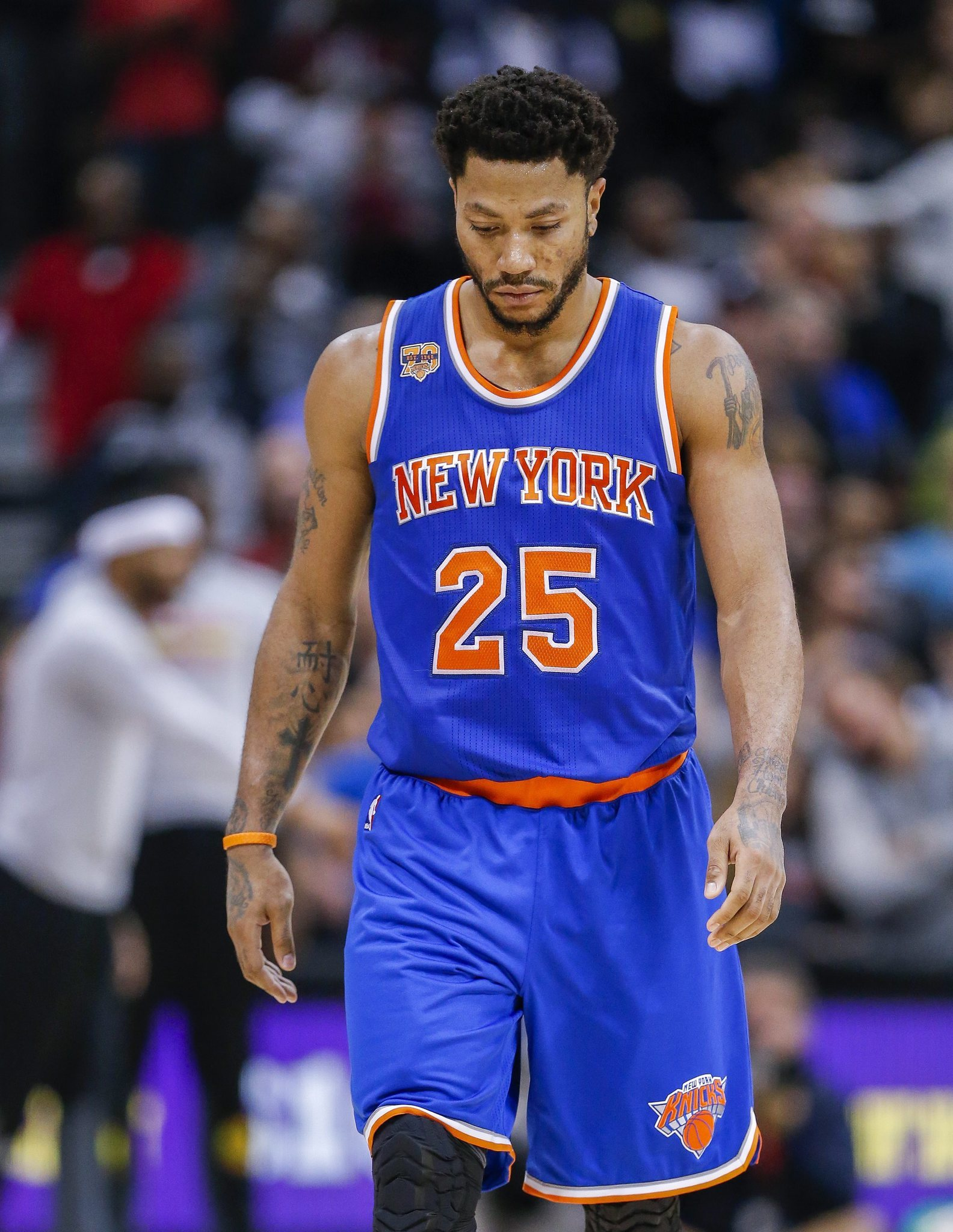 65821273ac27 Derrick Rose back with Knicks after going to Chicago for family reasons -  Chicago Tribune