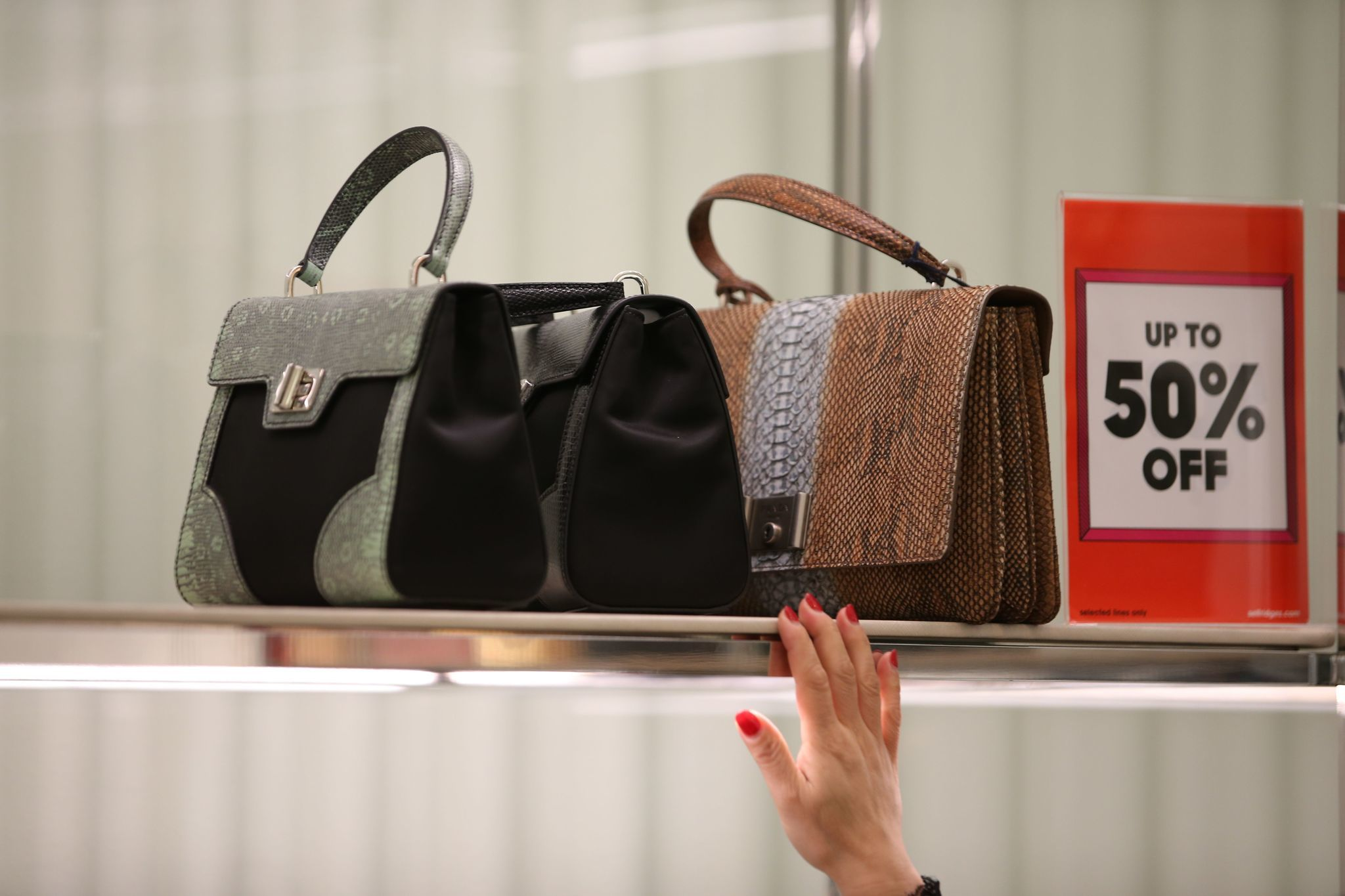 25c24e74bd79 Ramp up your handbag game with a brand-new strap - Chicago Tribune