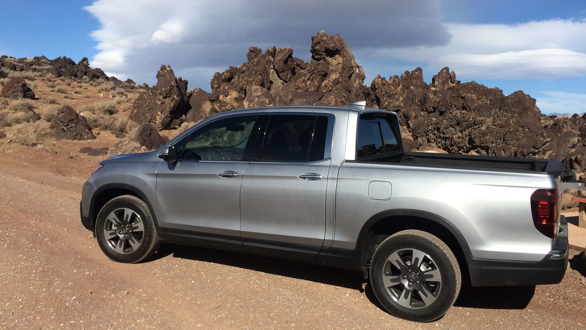 honda 39 s 2017 ridgeline pickup is cool but is it really a truck baltimore sun. Black Bedroom Furniture Sets. Home Design Ideas