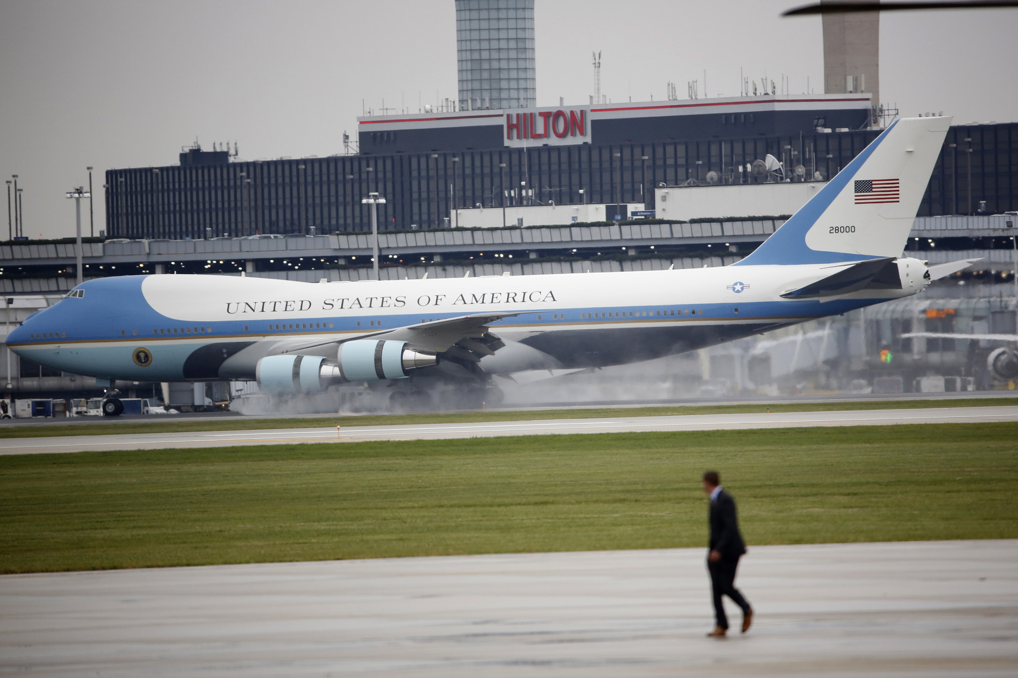 Trump talks on Air Force One cost make progress, Boeing ...